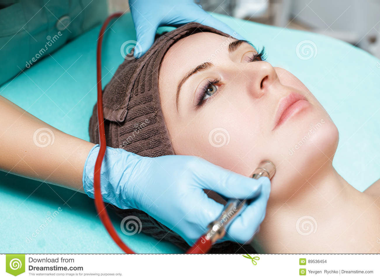 Mechanical cleansing of the face: what it is, description of the procedure, contraindications 25