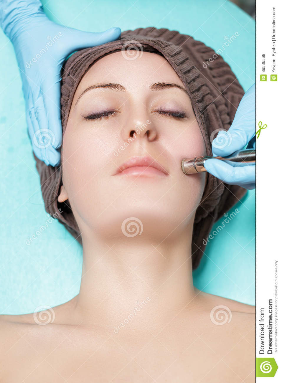 Mechanical cleansing of the face: what it is, description of the procedure, contraindications 96