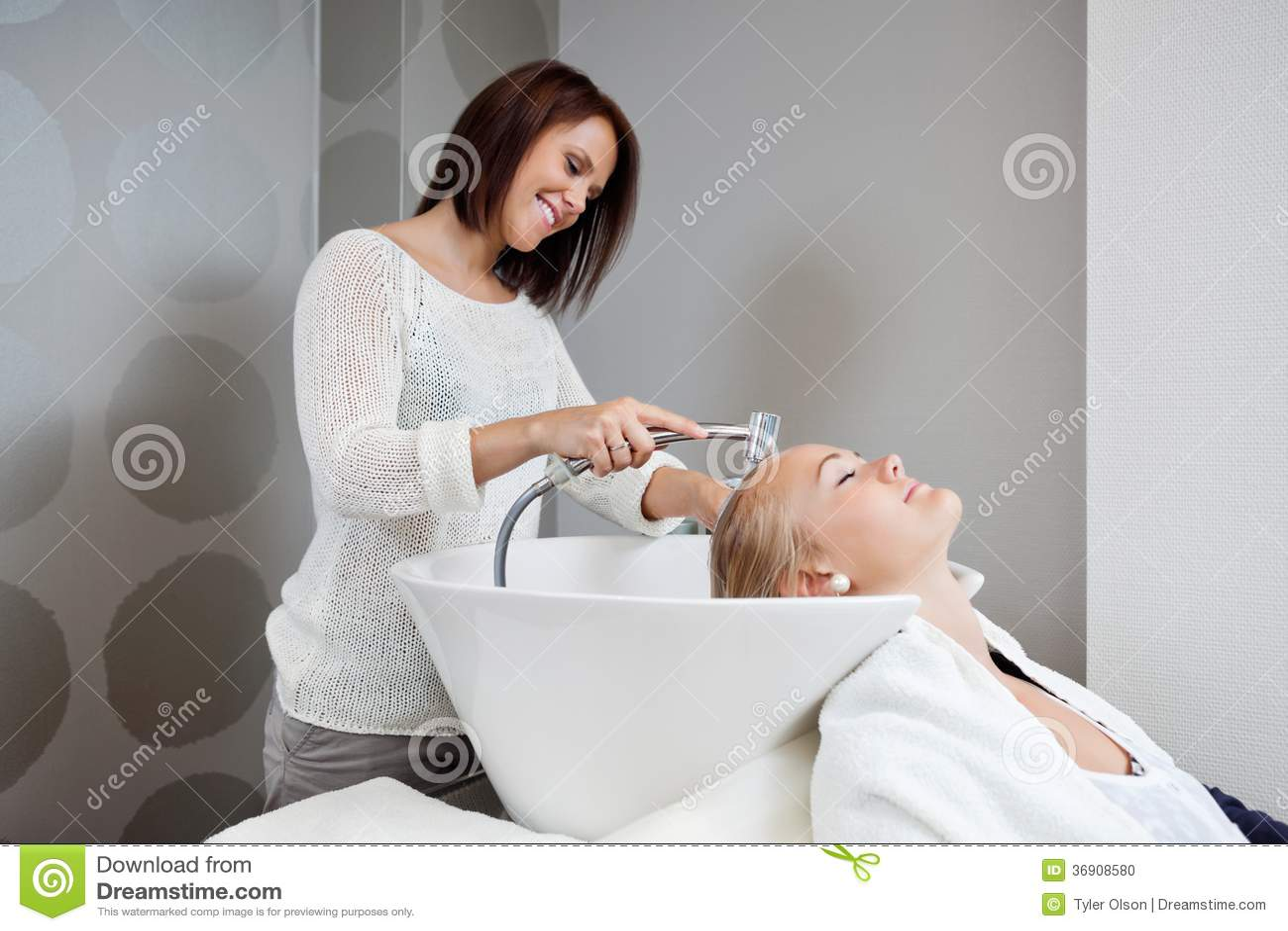 Beautician Płuczkowy włosy klient