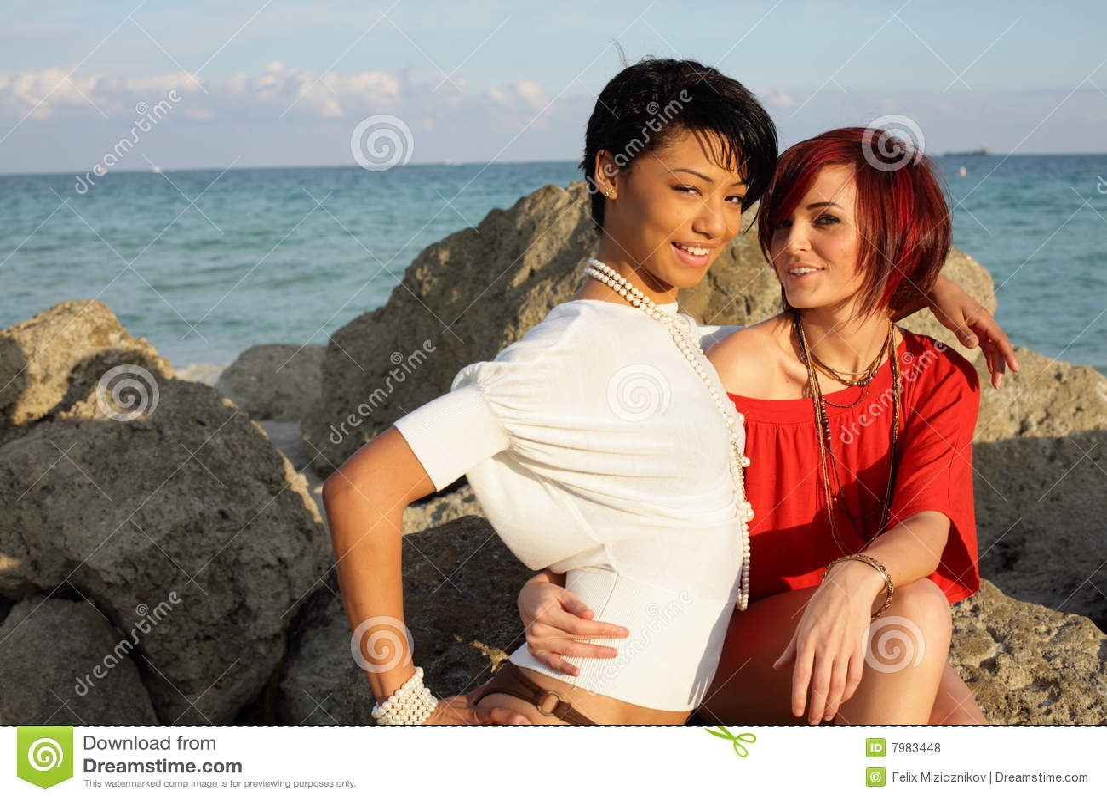 Beach lesbians pics