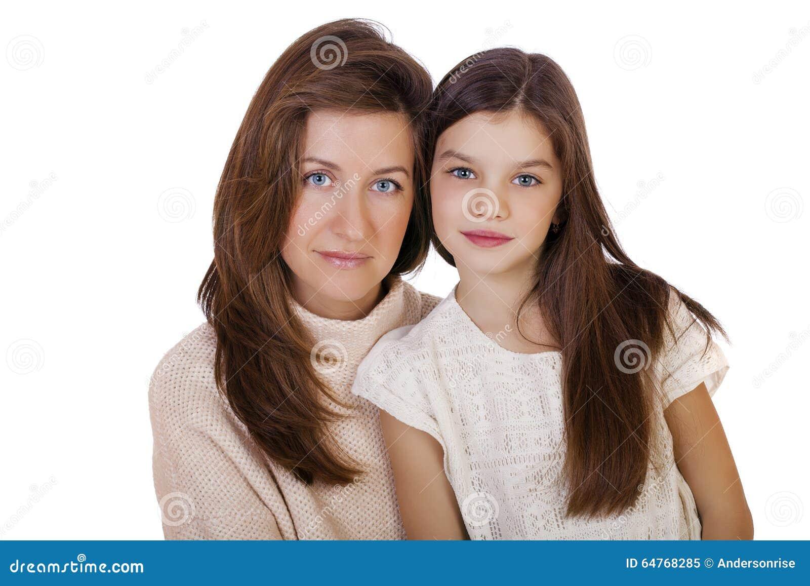 Beautifal liten flicka och lycklig moder