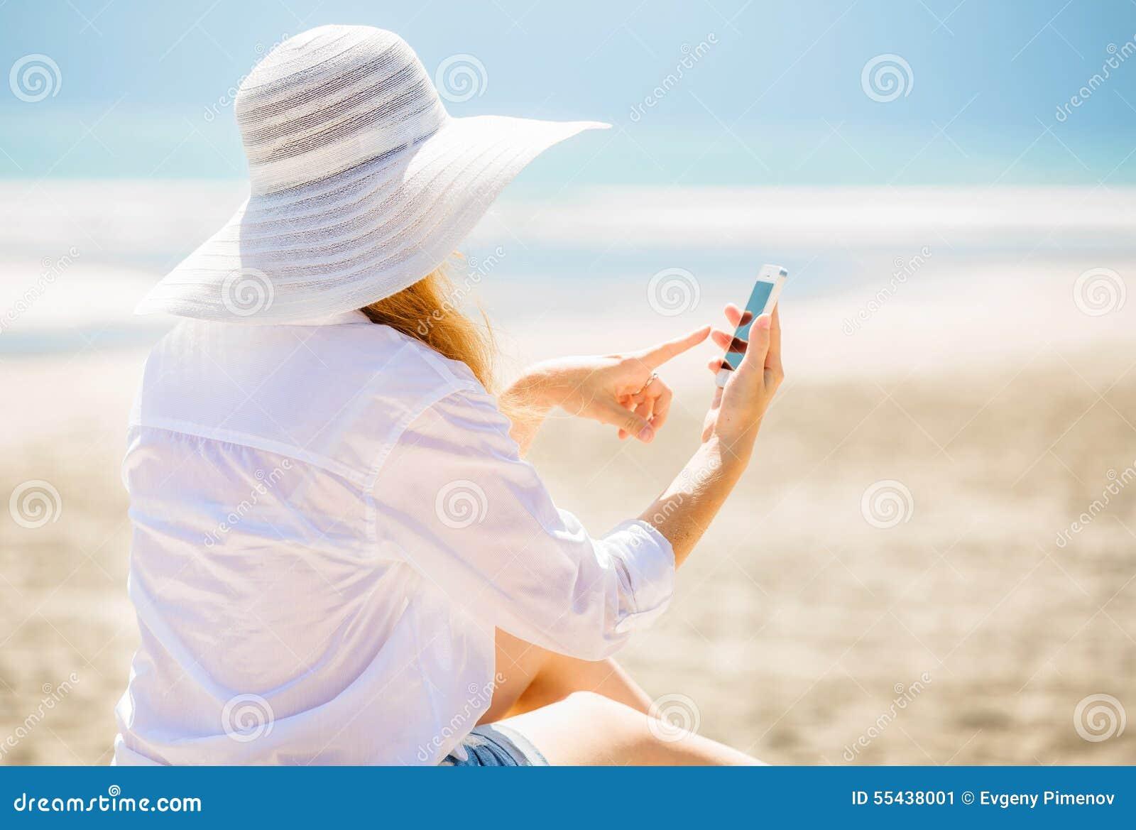 �y�b9il�(�_beautifil少妇坐海滩在