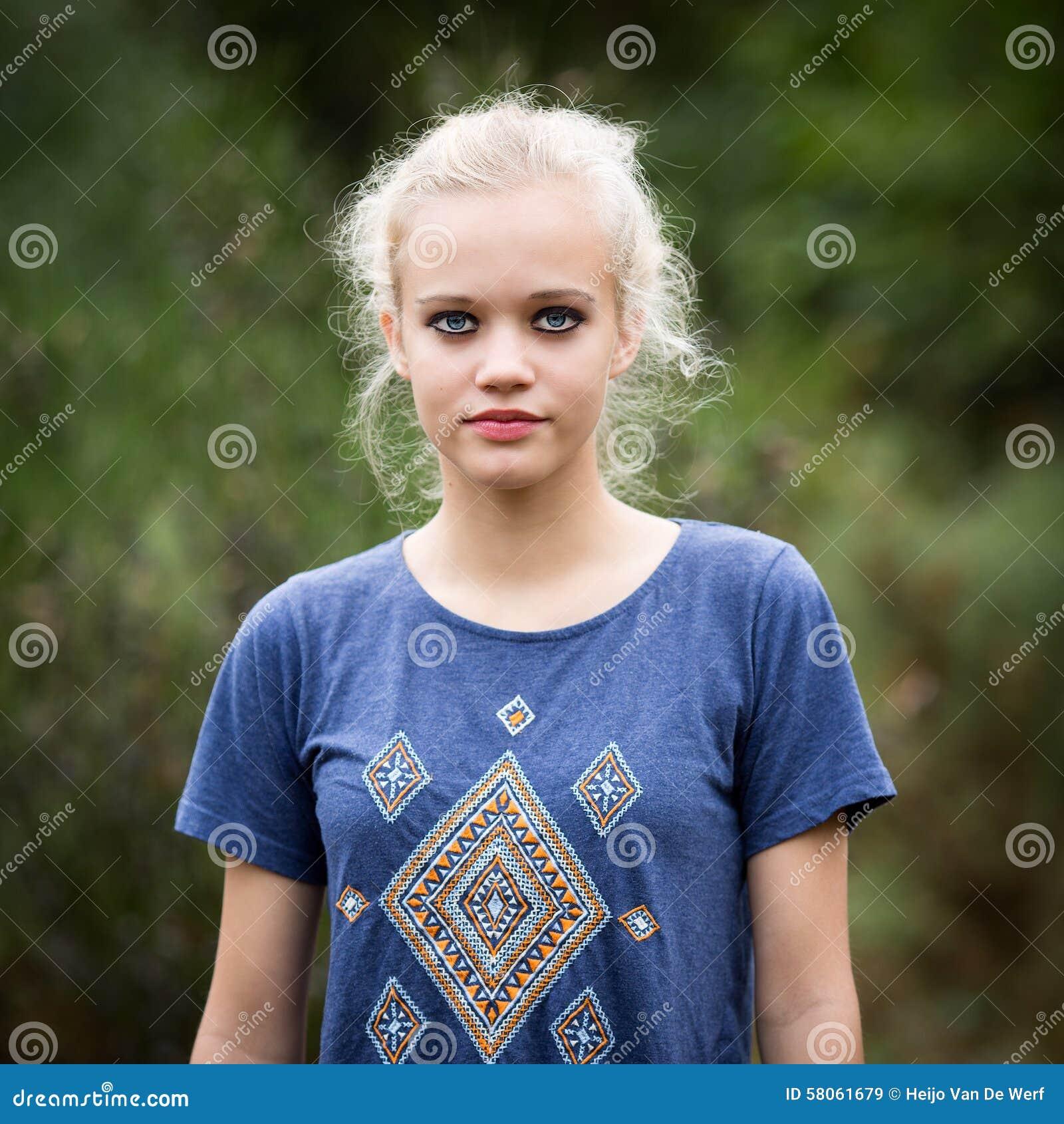 naked skinny white teen girl