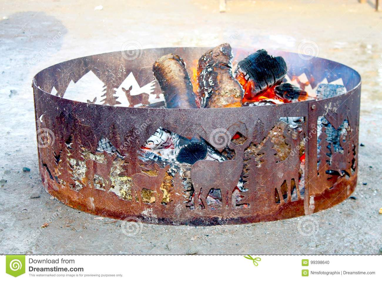 Beautiful Artist Rusted Fire Pit Stock Photo Image Of Winter Rust 99398640