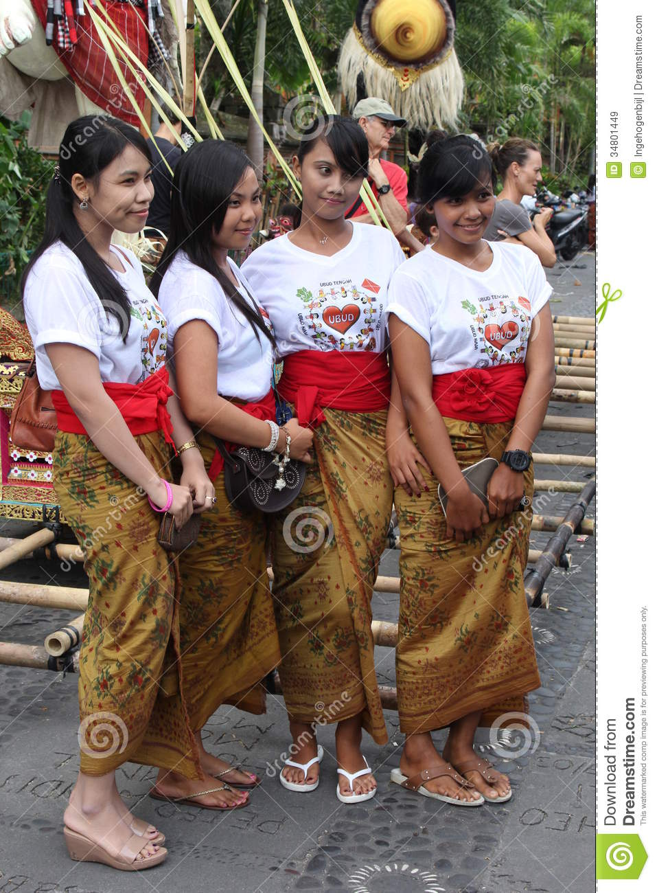 Beautiful balinese women new years eve nyepi bali for Traditional photos