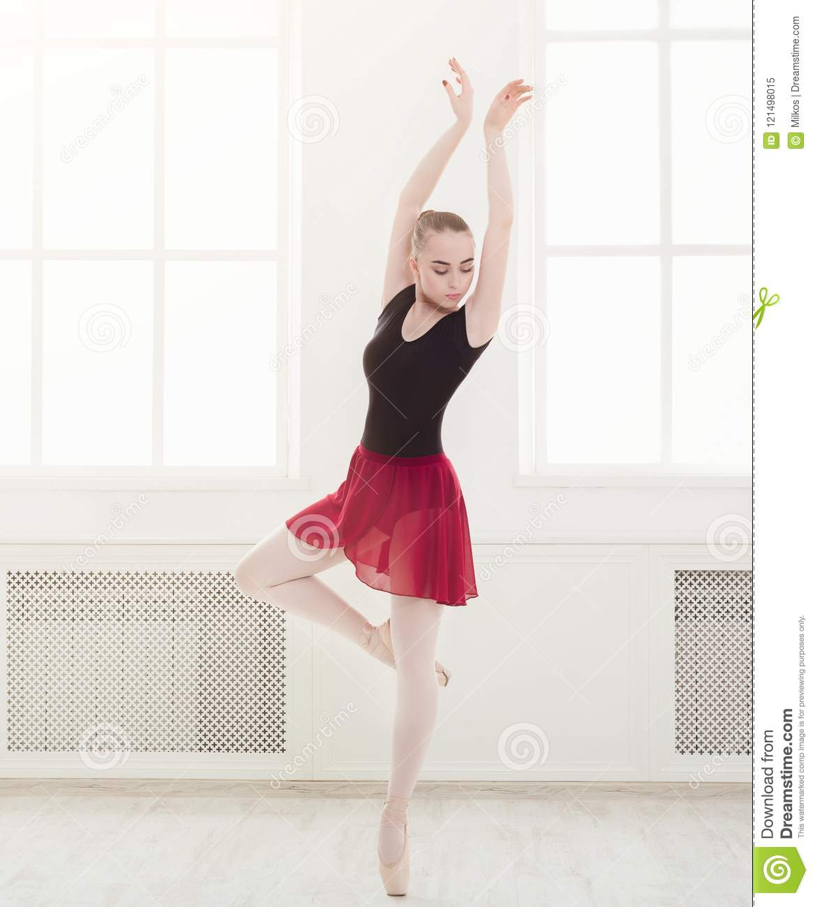 Beautiful Ballerina Dance On Pointe Stock Image Image Of Practice Fitness 121498015