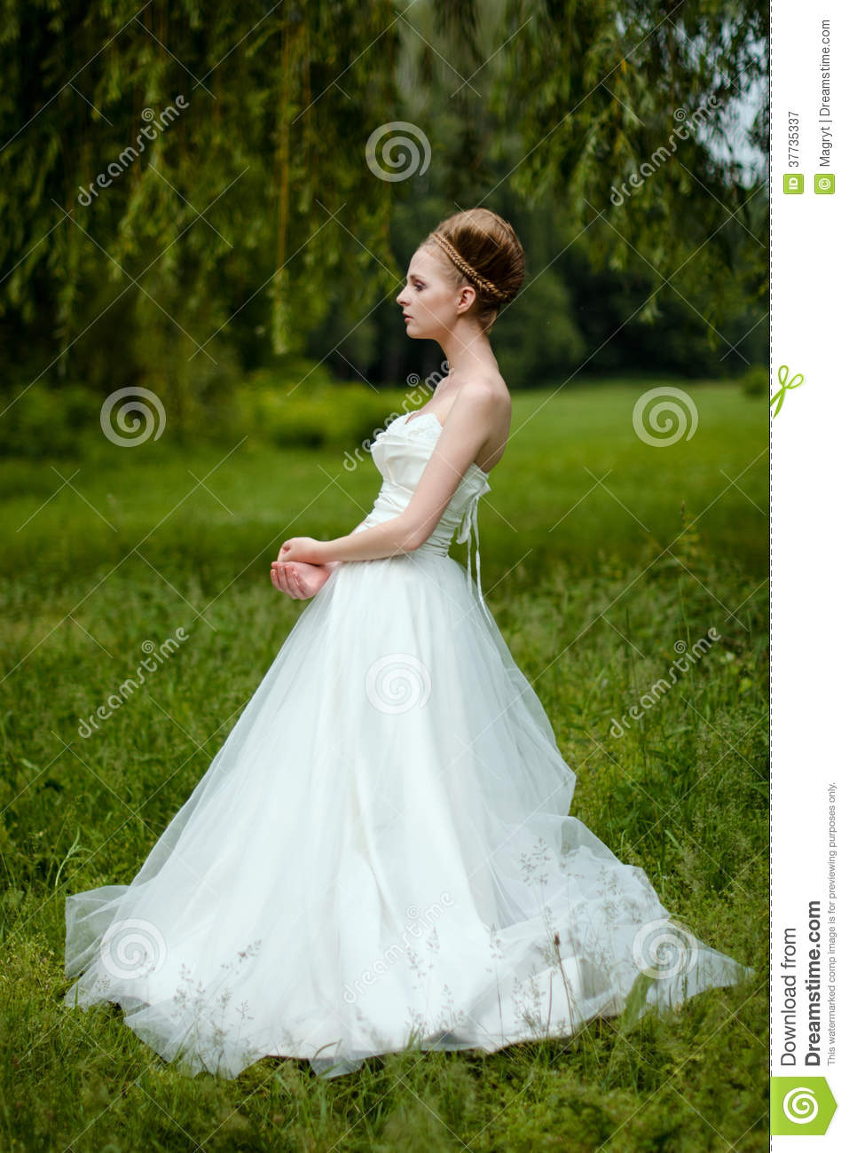 Beautiful Bride Fashionable Wedding 66