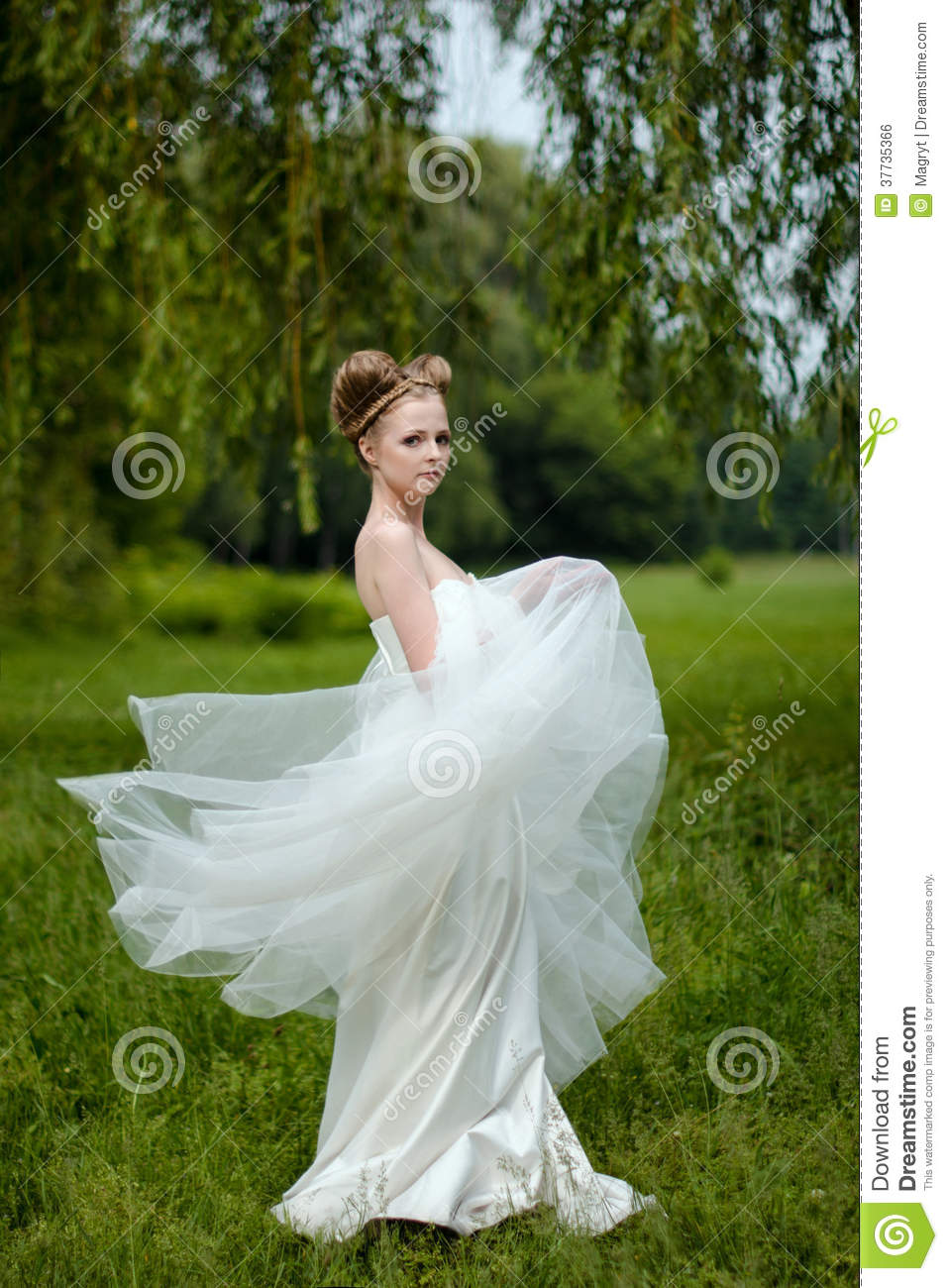 Beautiful Bride Fashionable Wedding 5