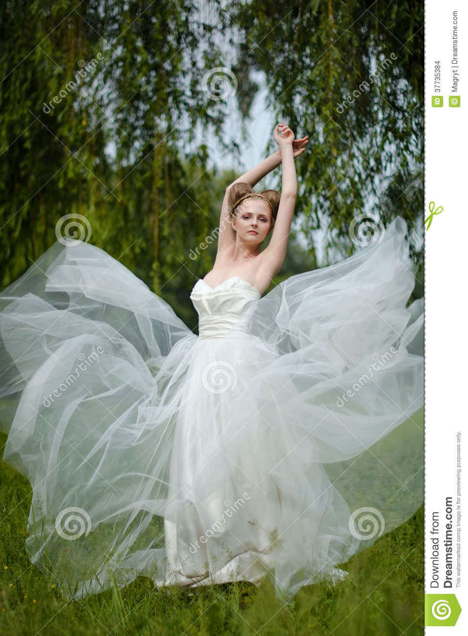 Beautiful Bride Fashionable Wedding 115
