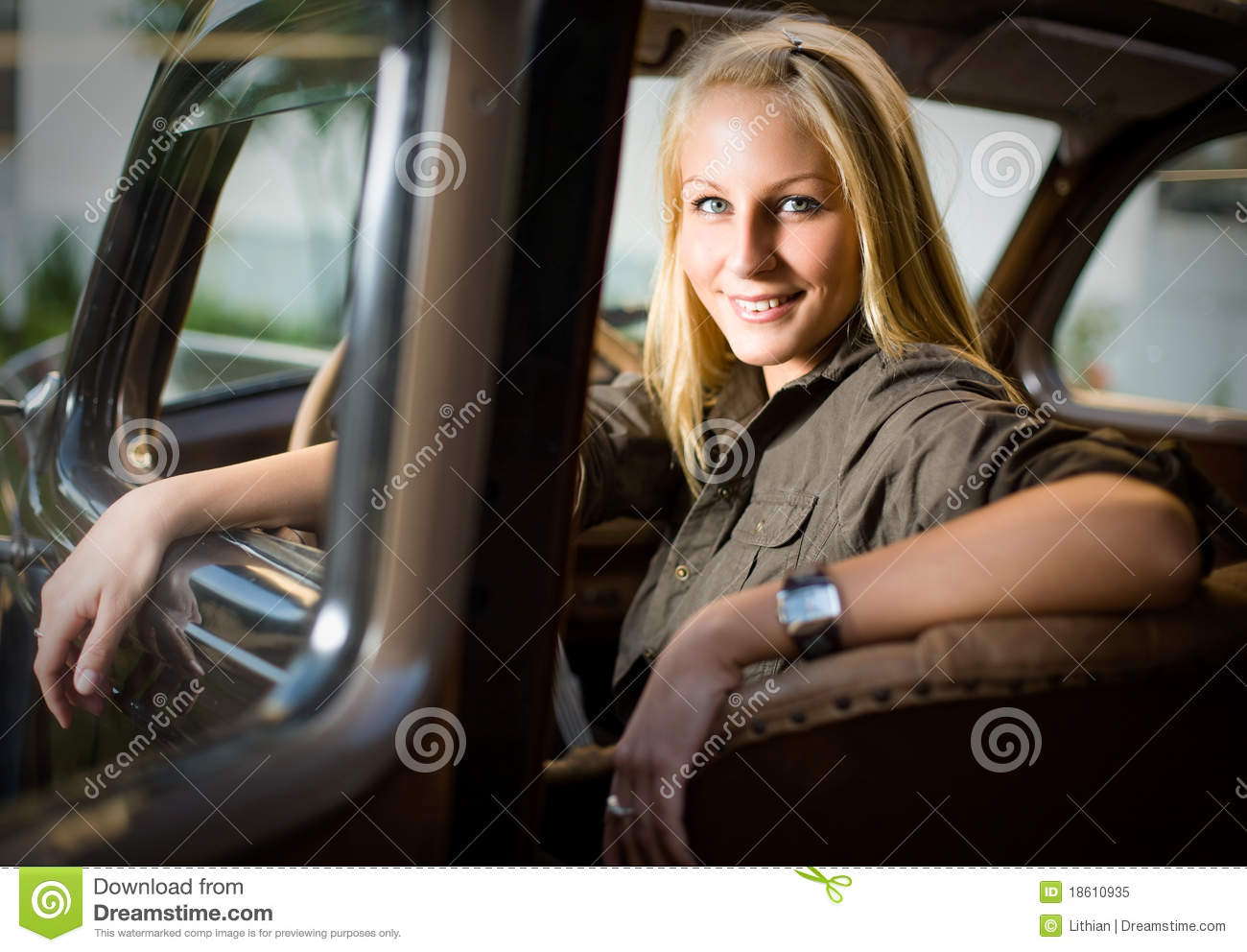 2932x2932 Pubg Android Game 4k Ipad Pro Retina Display Hd: Beautiful Blond Girl In A Black Vintage Car. Royalty Free
