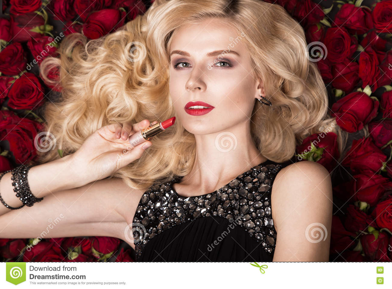 Beautiful blond with roses picture 744
