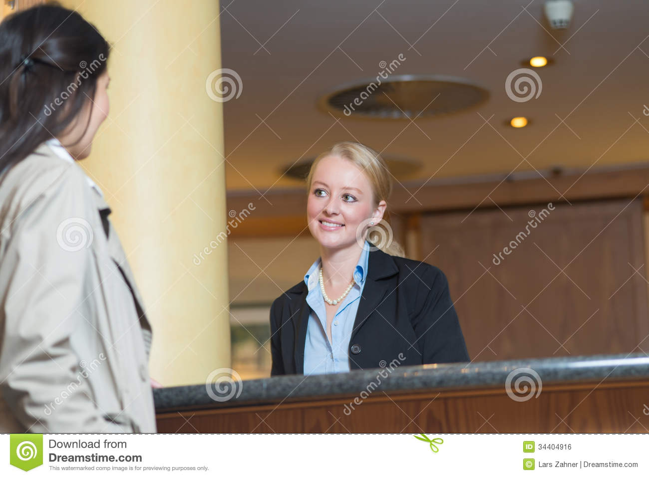 how to become hotel receptionist