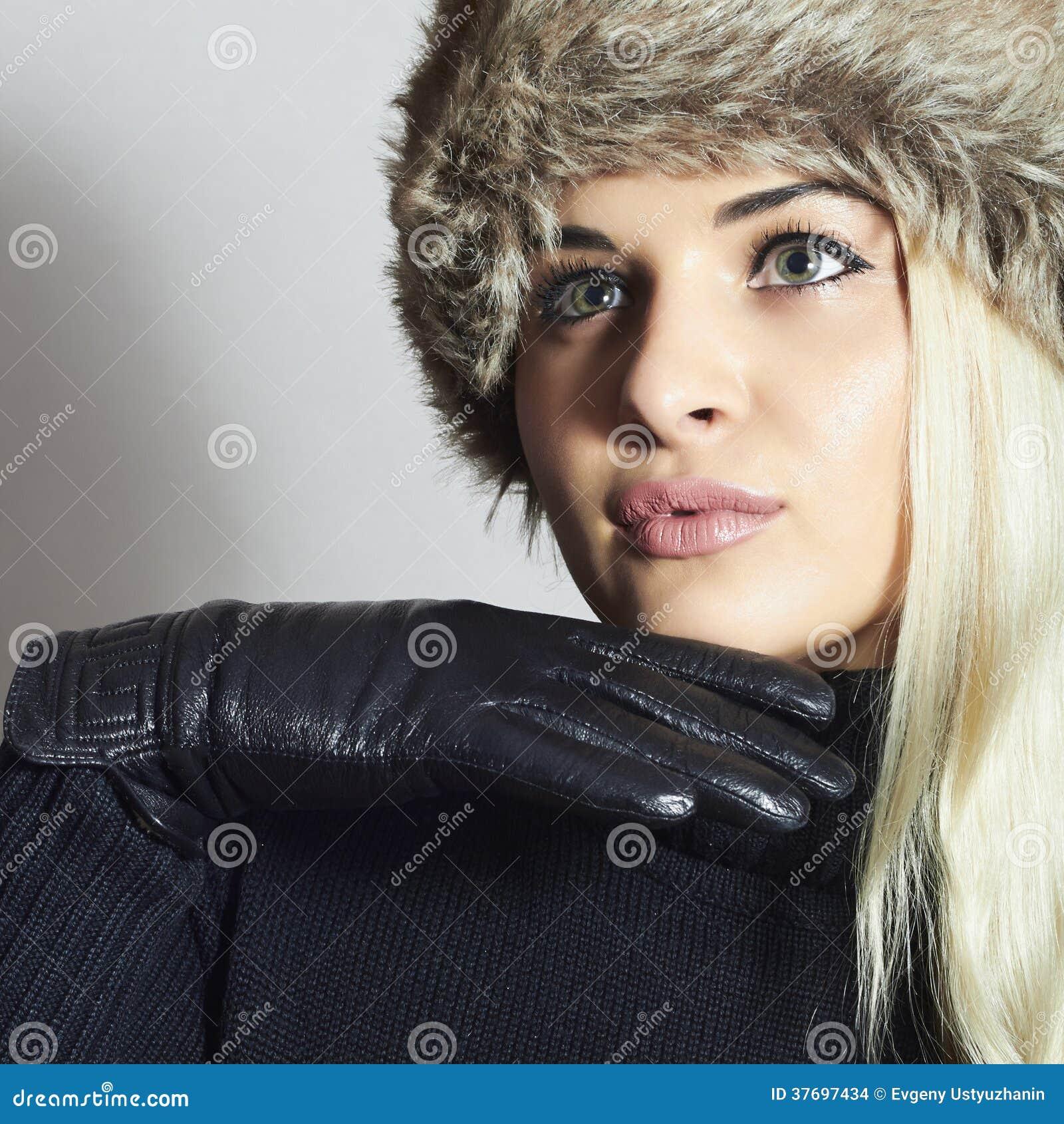 Beautiful Blond Woman In Leather Gloves Beauty Girl In Fur