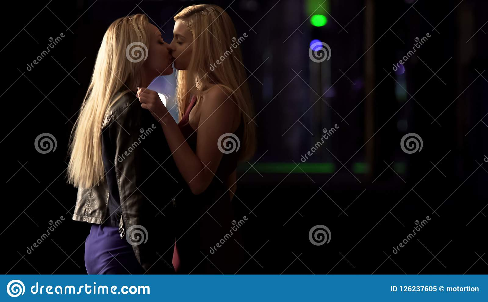 Big Ass Lesbian Kissing