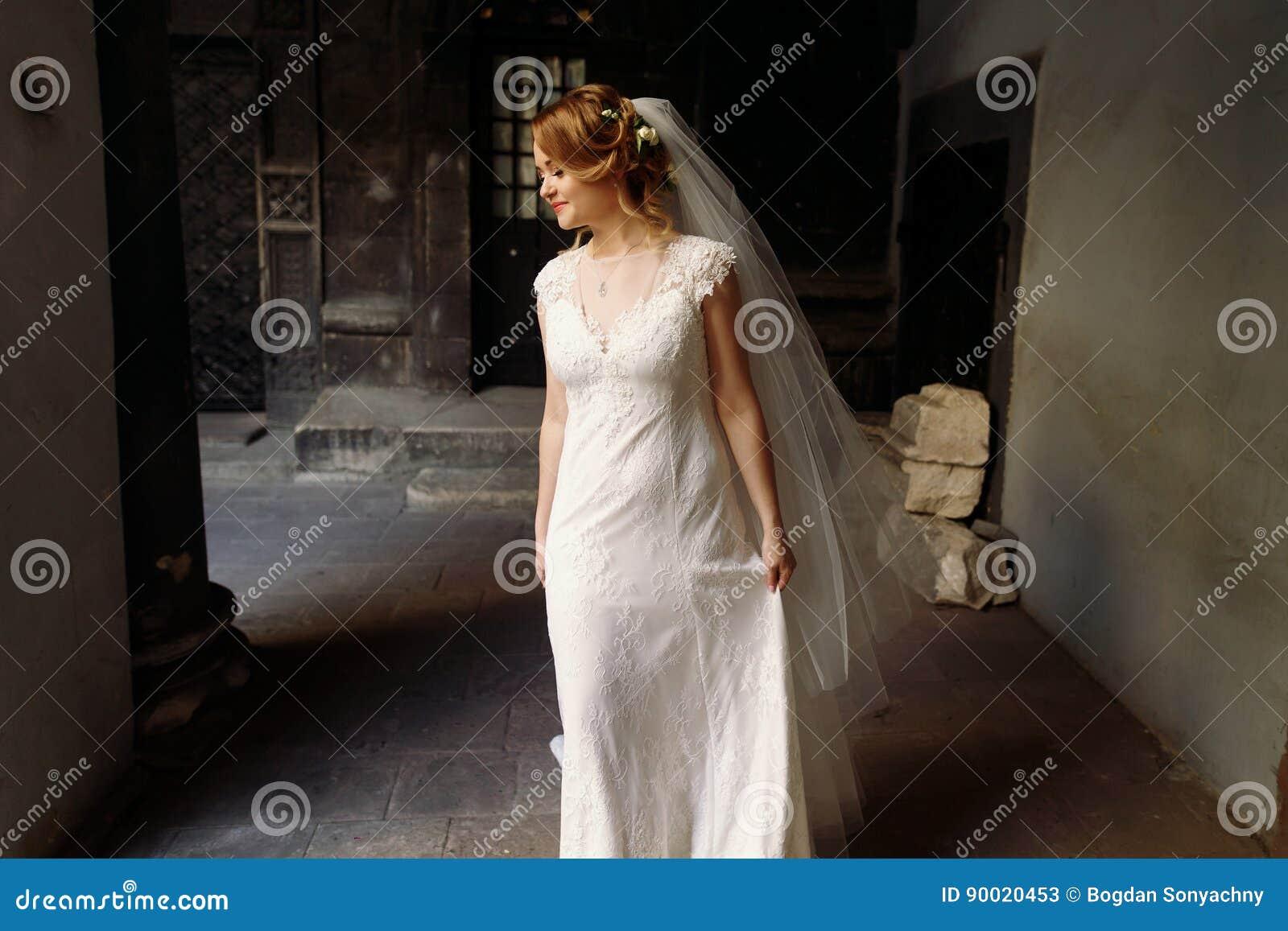 Exquisite European Wedding Dresses Elegant Mother Of The: Beautiful Blonde Bride In Elegant White Wedding Dress