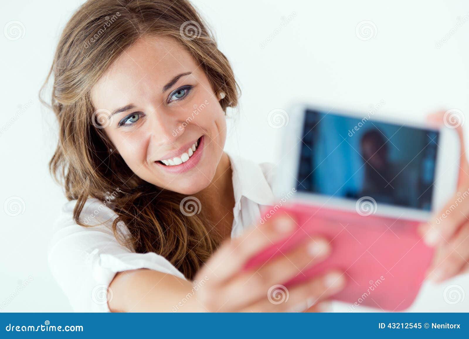 Фотографии девушек делающих 13 фотография
