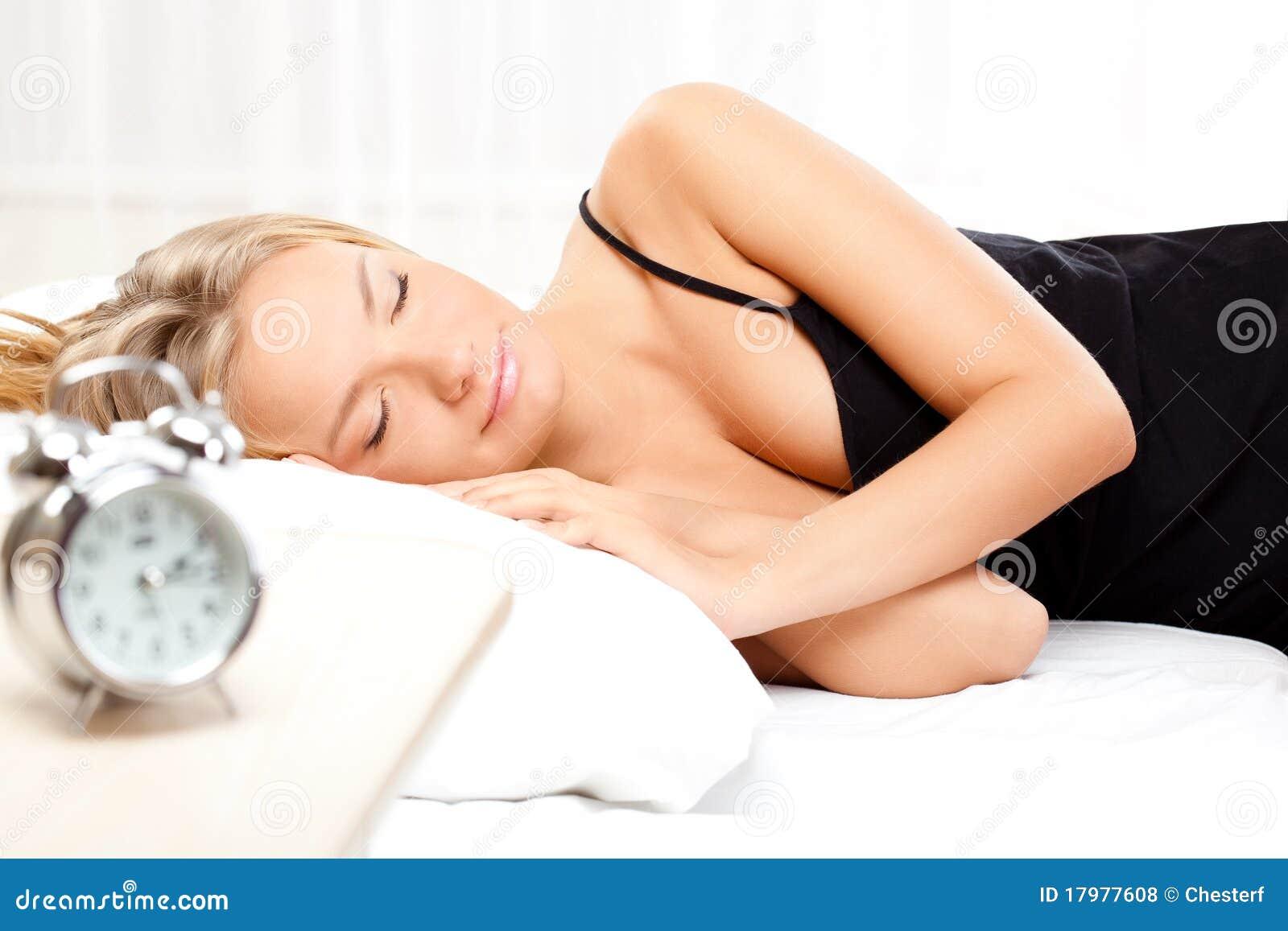 Спящие девушки под снотворным 23 фотография