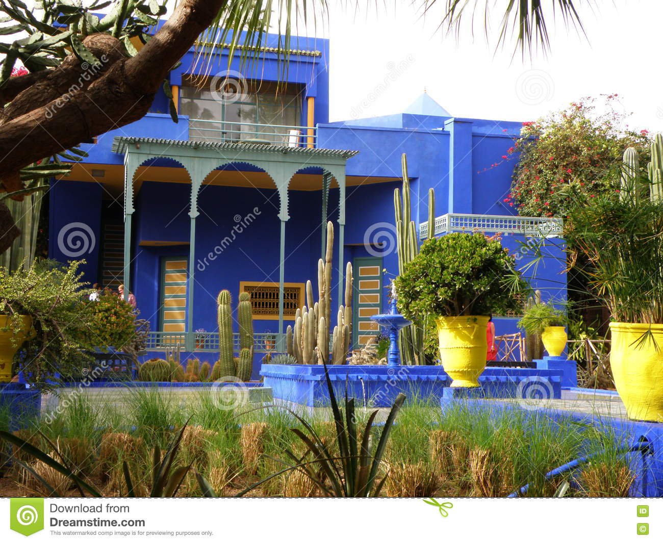 Beautiful blue villa in the moroccan style garden for Jardin villa maroc