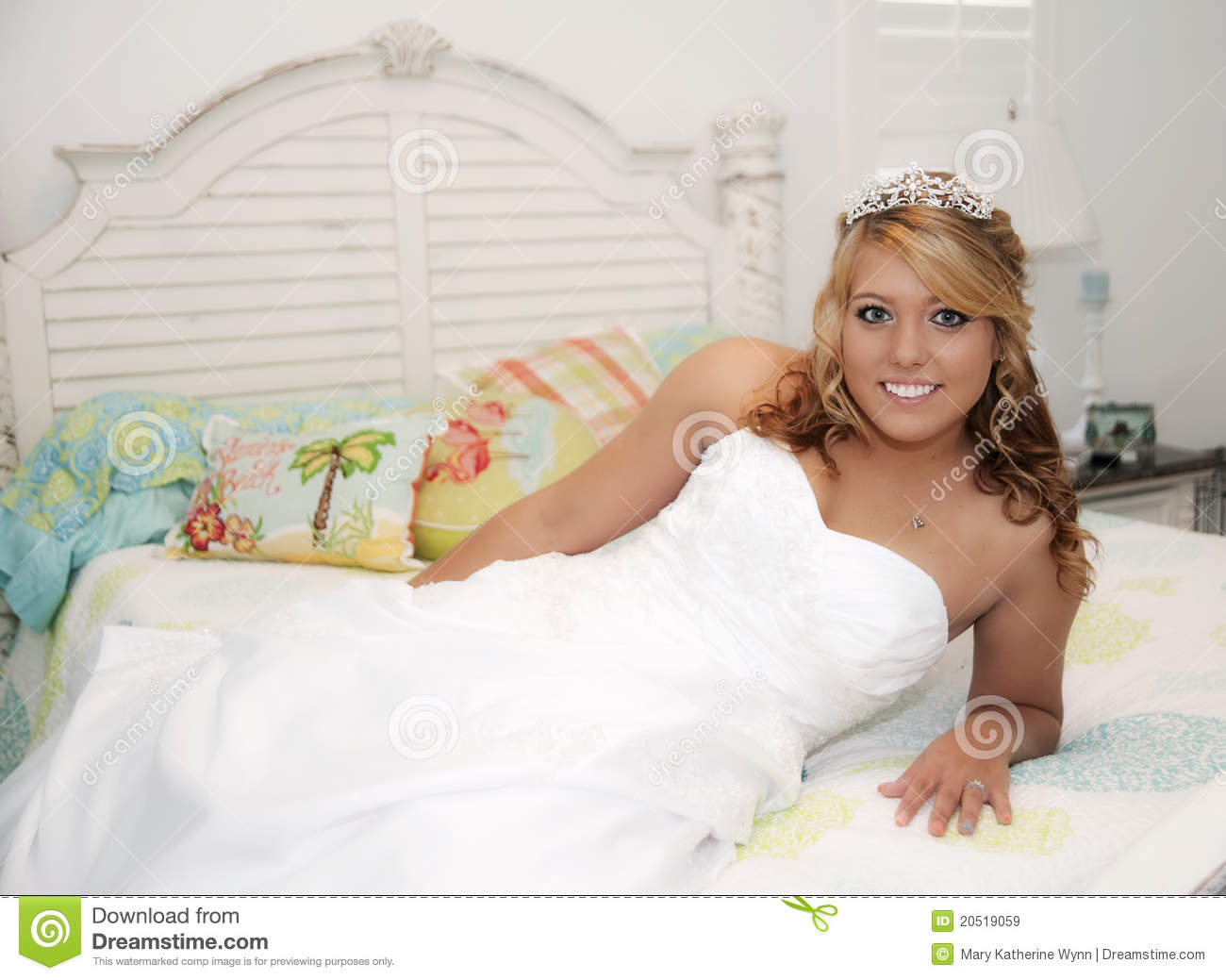 Beautiful Bride On Bed Royalty Free Stock Images Image
