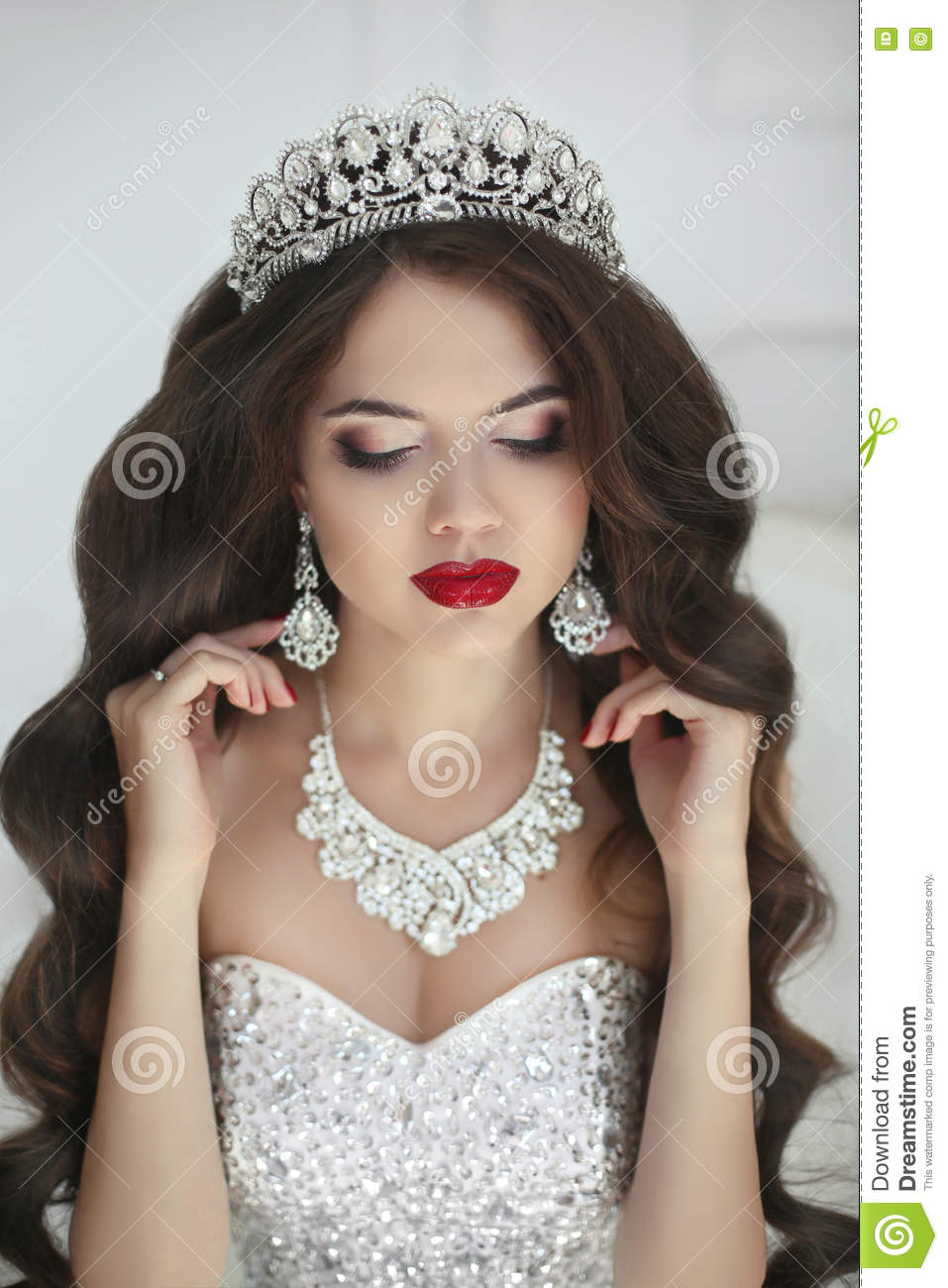 Beautiful Bride Makeup Fashion Jewelry Elegant Brunette Woman Stock Photo Image Of