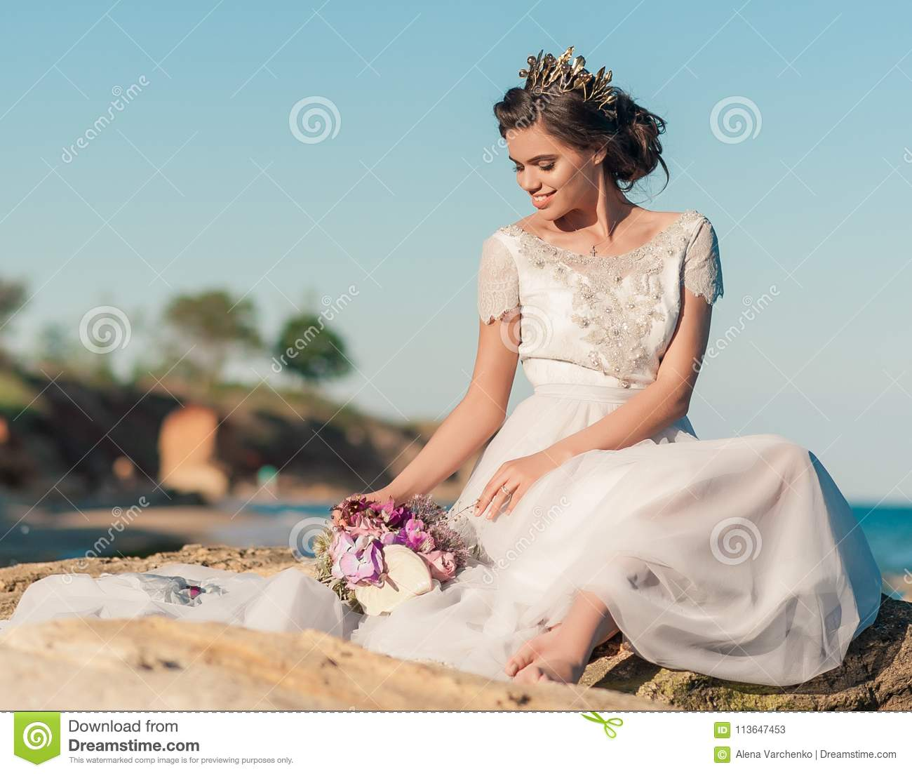 Beautiful Bride Outdoors Wedding Hairstyle And Make Up Outdoors Stock Image Image Of Diamond Hair 113647453