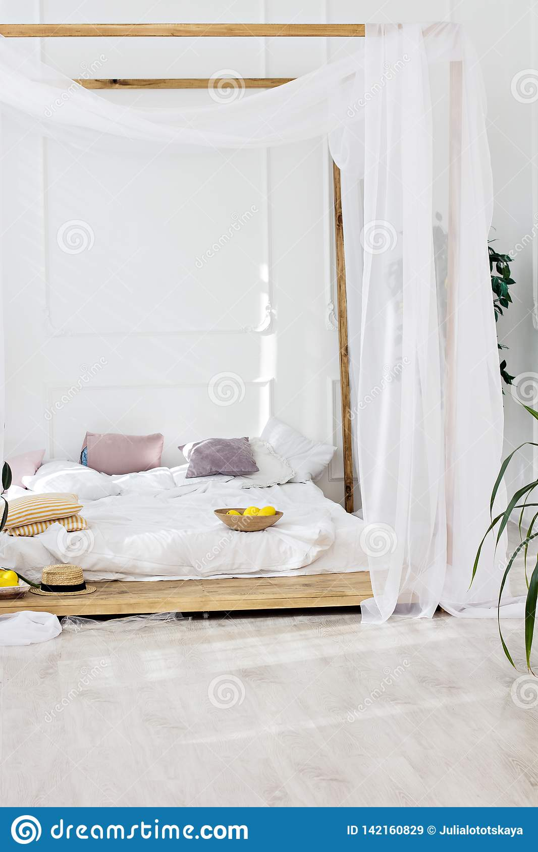 Beautiful Bright Room And A Four Poster Bed Stock Image Image Of Light Bright 142160829