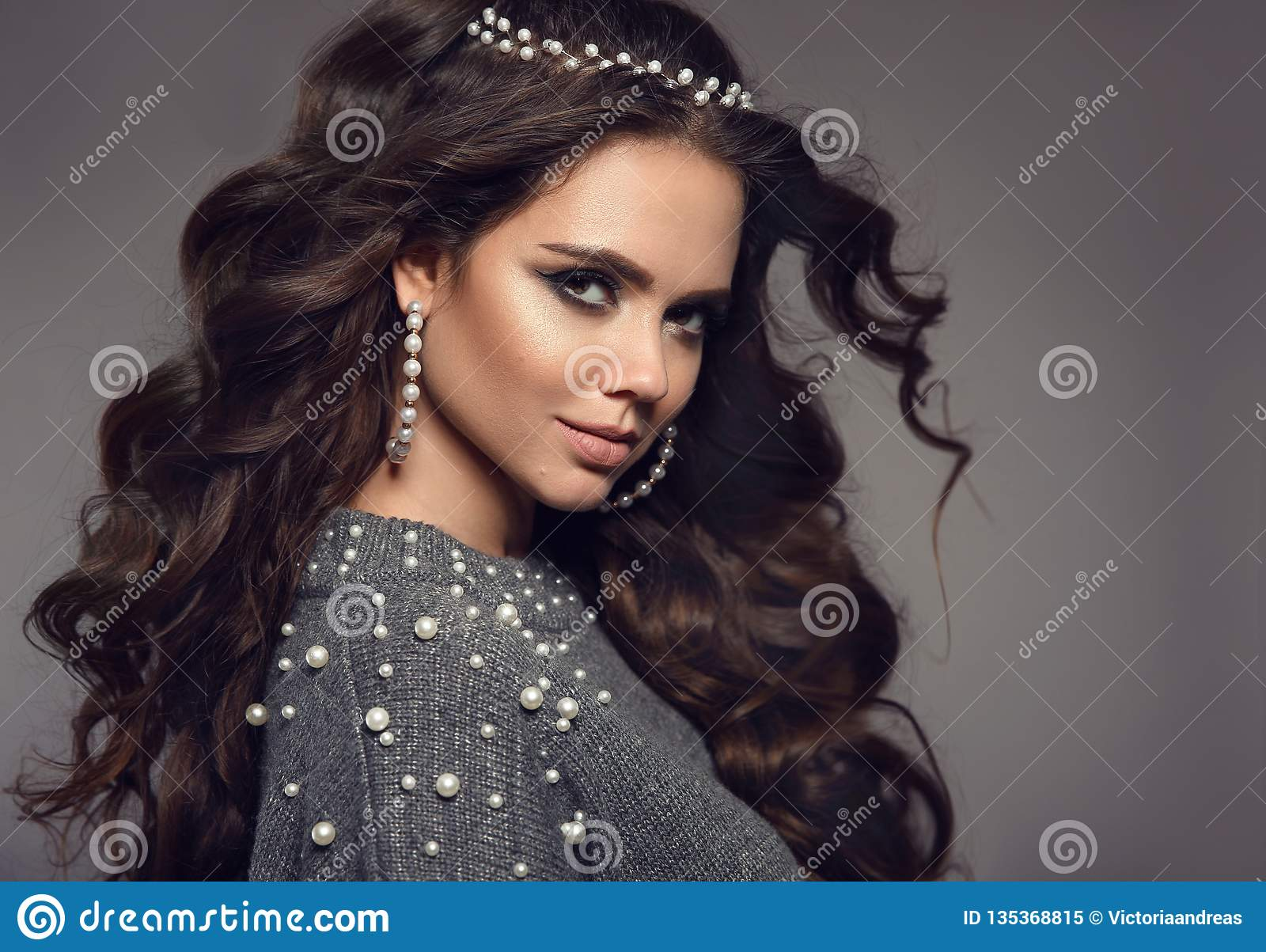 Beautiful Brunette Portrait Pearls Jewelry Women Set Beauty Makeup Curly Long Hair Style Gorgeous Girl Model With Matte Stock Image Image Of Gray Eyelashes 135368815