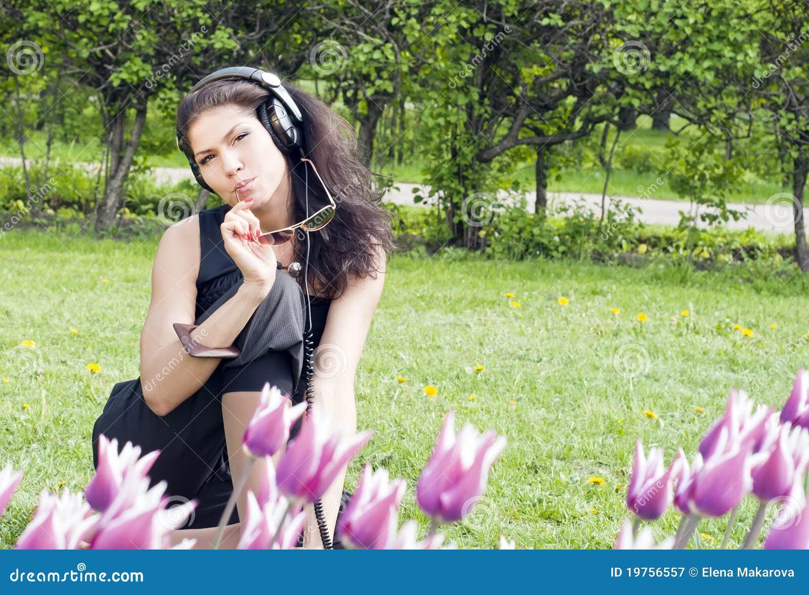 Brunette beauty dildoing in the grass