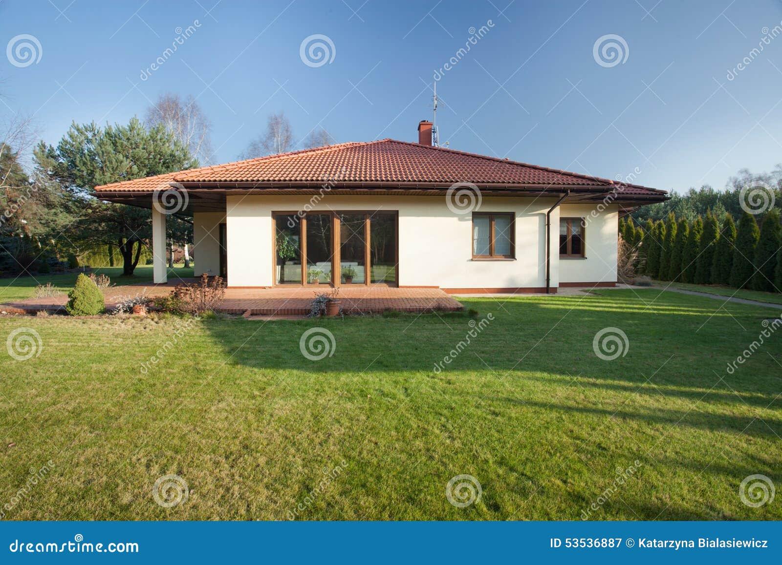 Beautiful bungalow with garden stock image image of for Fachadas de casas modernas de una planta