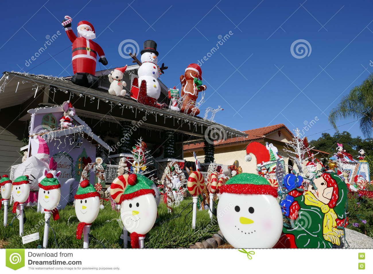 Beautiful christmas decoration of american style house for American christmas decoration