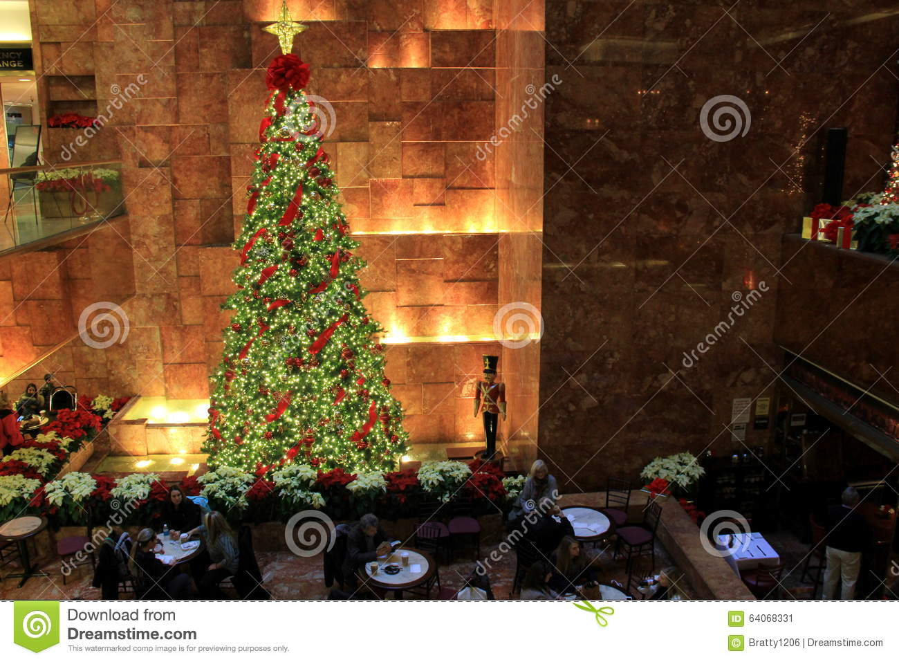 Christmas Restaurant Nyc.Beautiful Christmas Tree In Restaurant Of Lobby Trump Towers