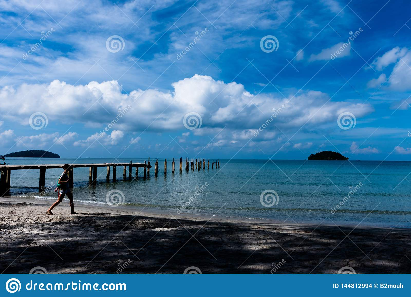 Beautiful clouds and pedestrians and bridges in the blue sky beyond the calm sea