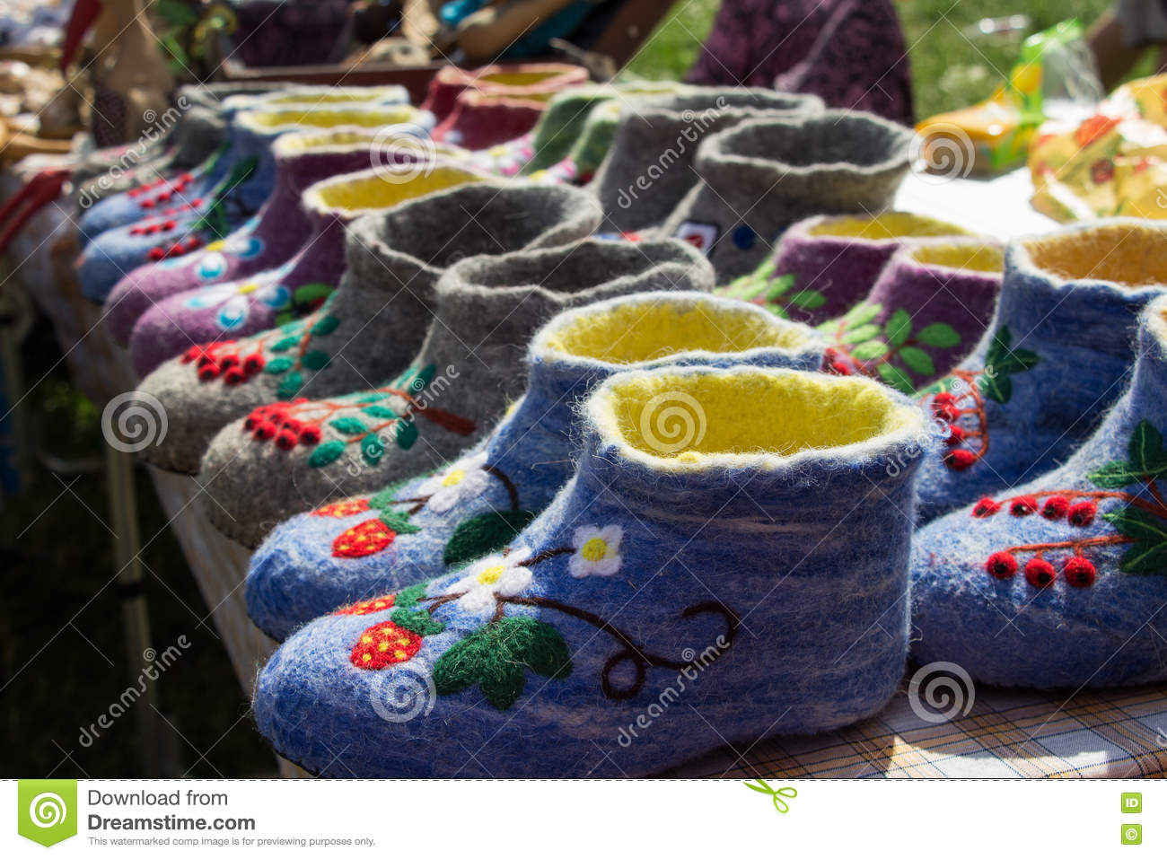55453b43d527 Beautiful colored embroidered Russian valenki sheep wool to wear indoors