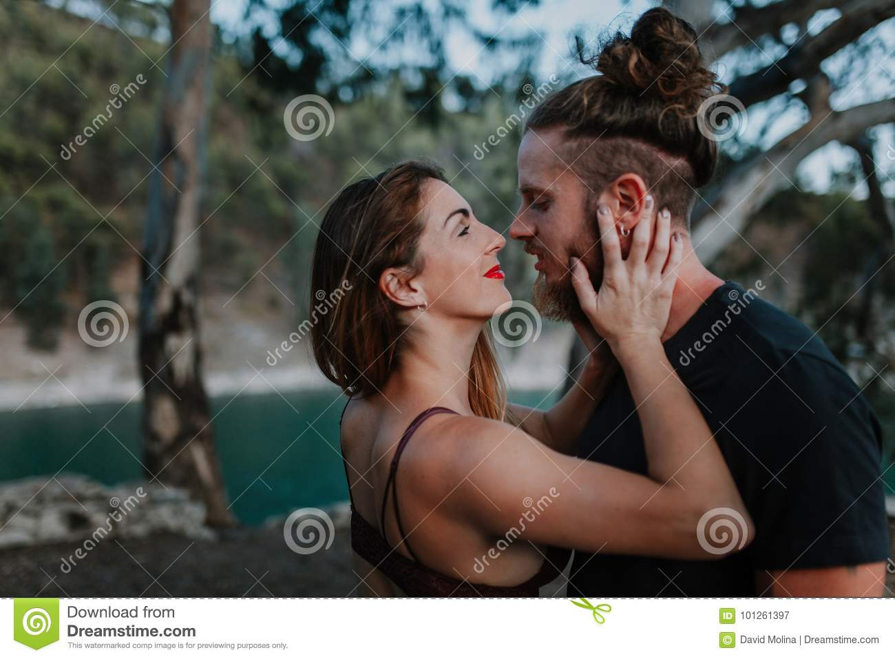 which date kiss hold hands sex