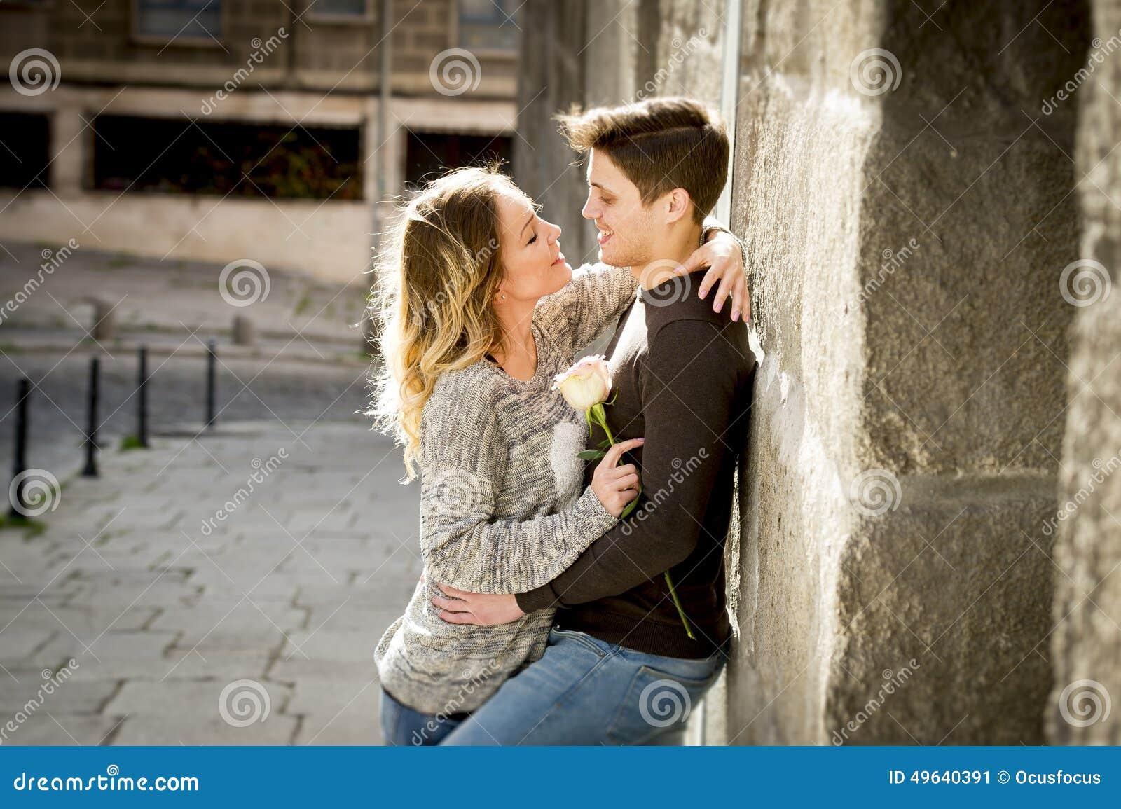 Candid teen kiss — photo 10