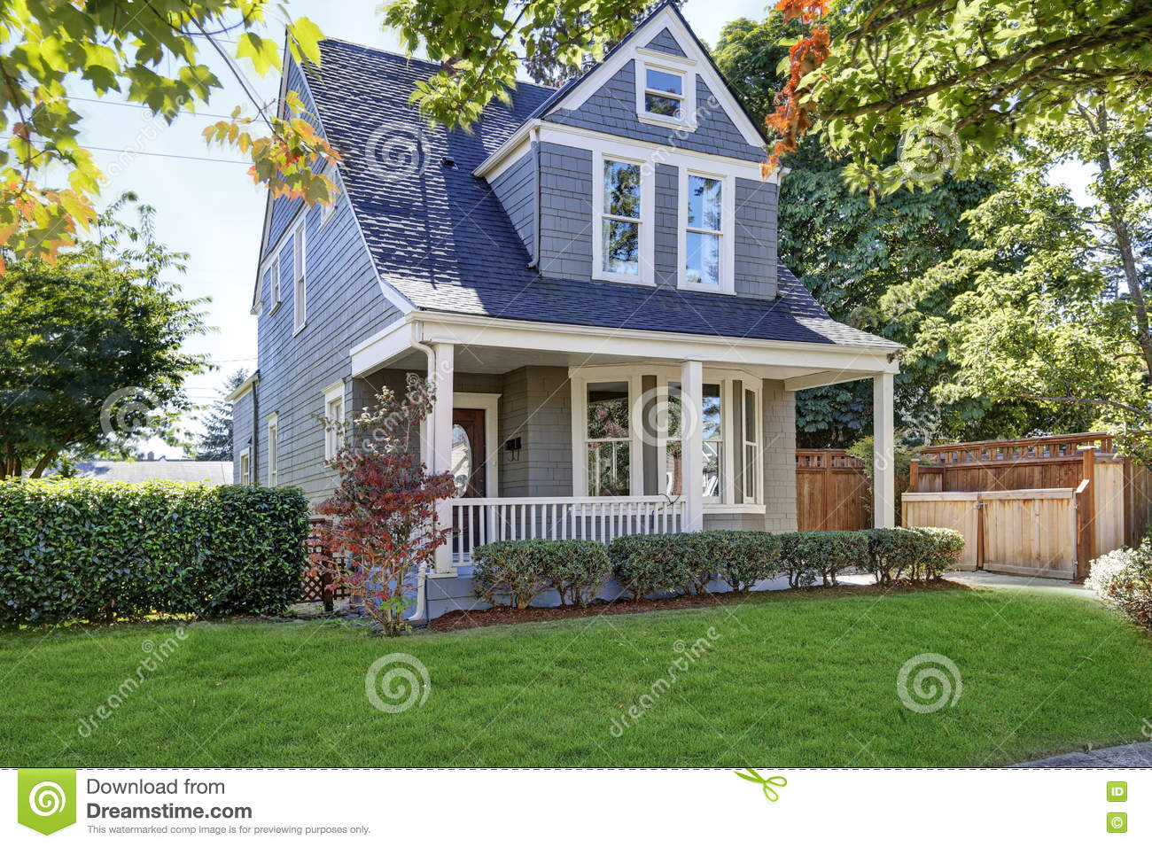Beautiful curb appeal american house with well kept front for Beautiful homes in america