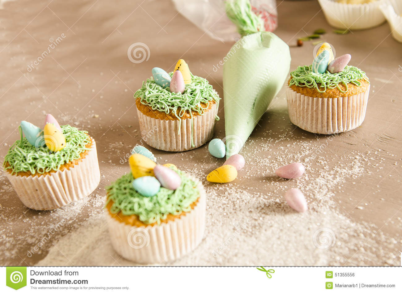 Beautiful Cute Easter Cupcakes With Easter Decorations