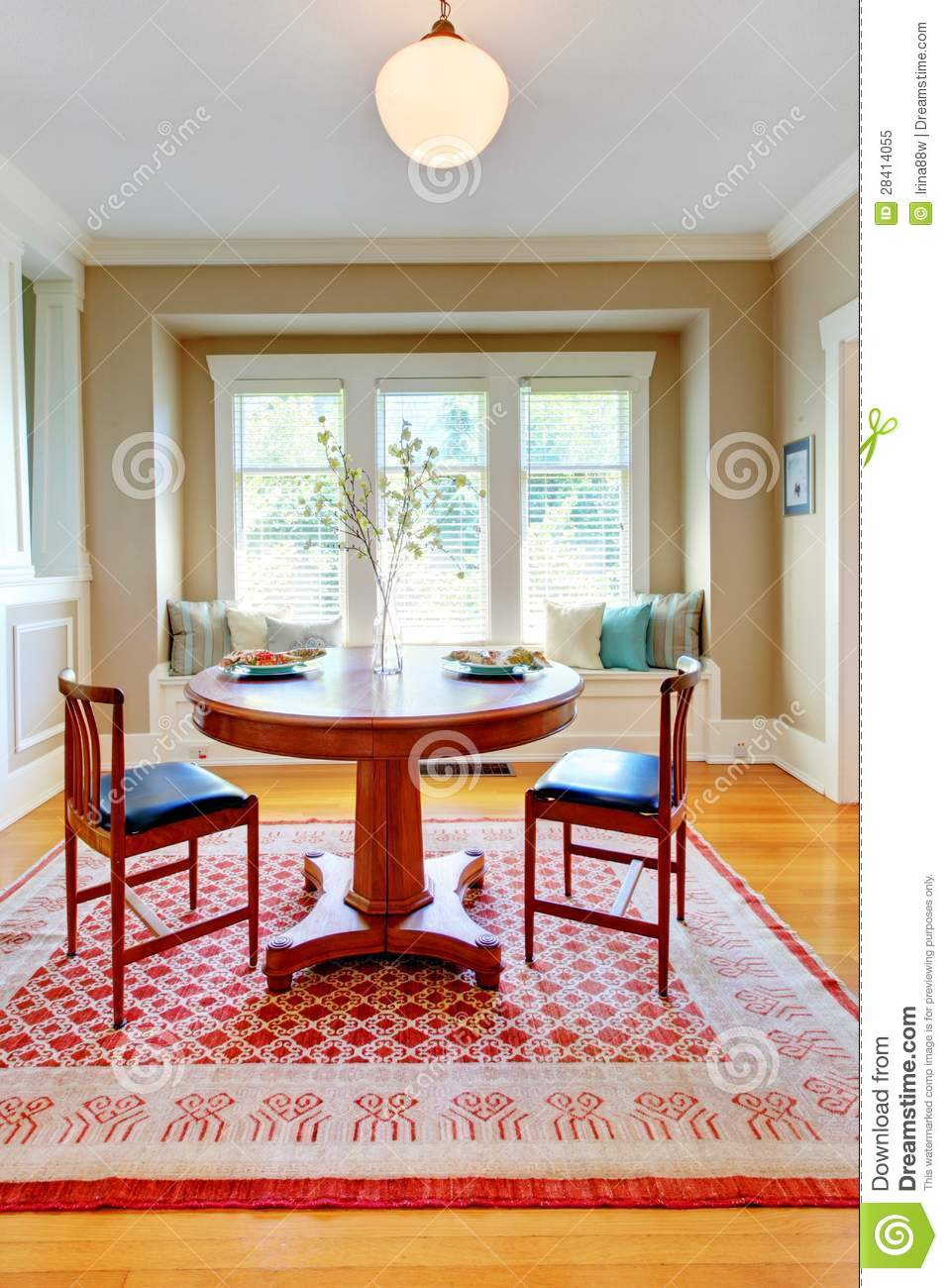 Beautiful Blue Dining Rooms: Beautiful Decor Of Dining Room With Beige, Blue And Red