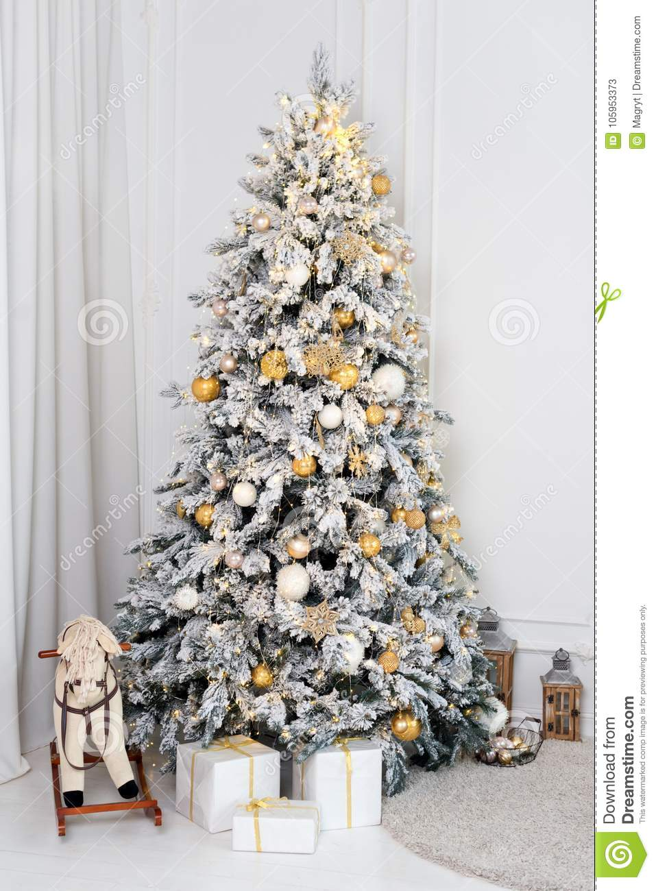 Beautifully Decorated Luxury Living Room 3d Models: Beautiful Decorated Golden Christmas Tree In Luxury White