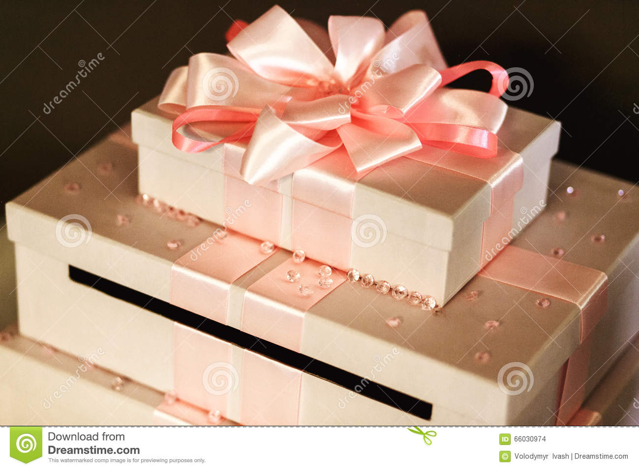 Beautiful Wedding Gifts: Beautiful And Elegant Wedding Gifts In White Boxes With