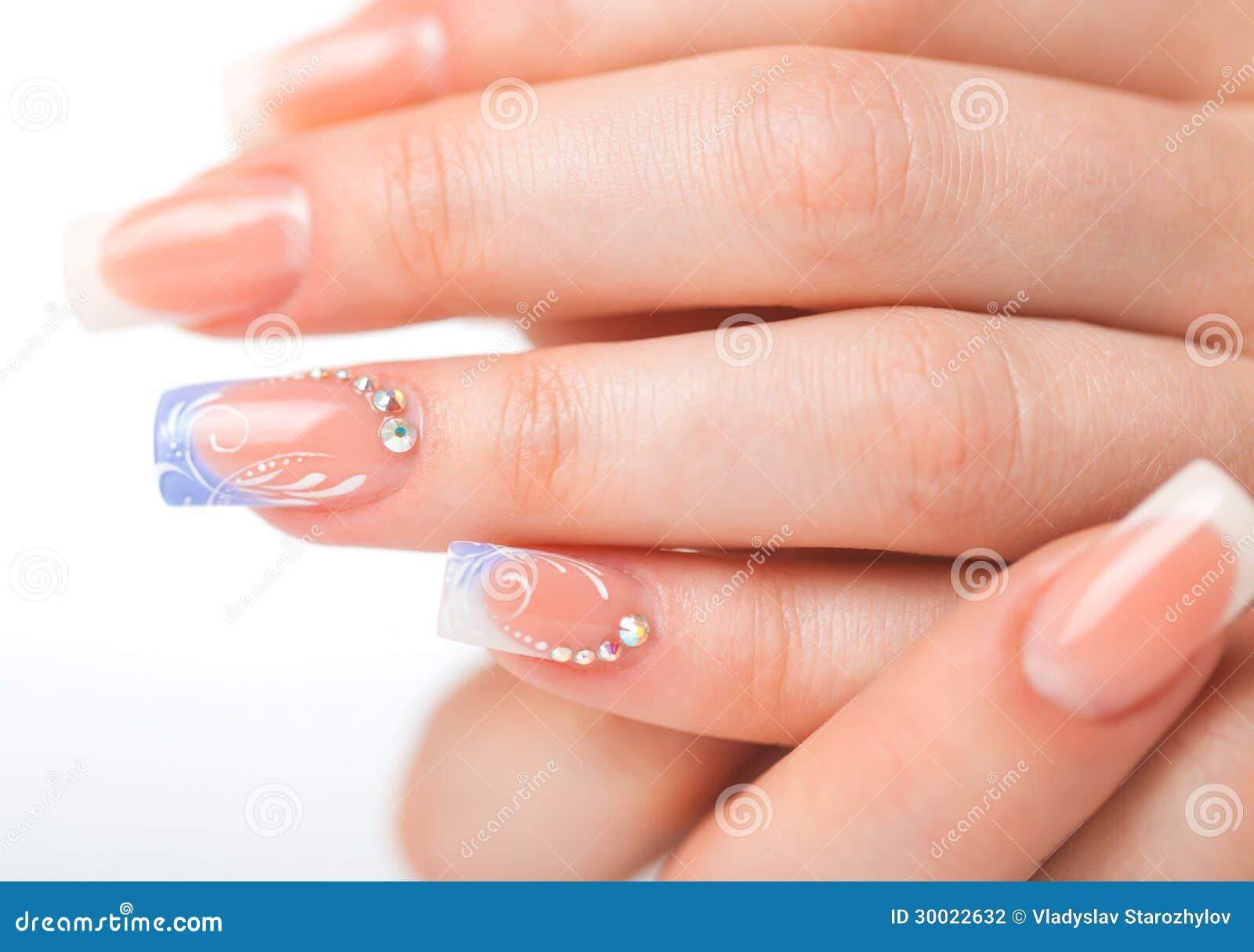 Нежный френч на ногтях с рисунком фото