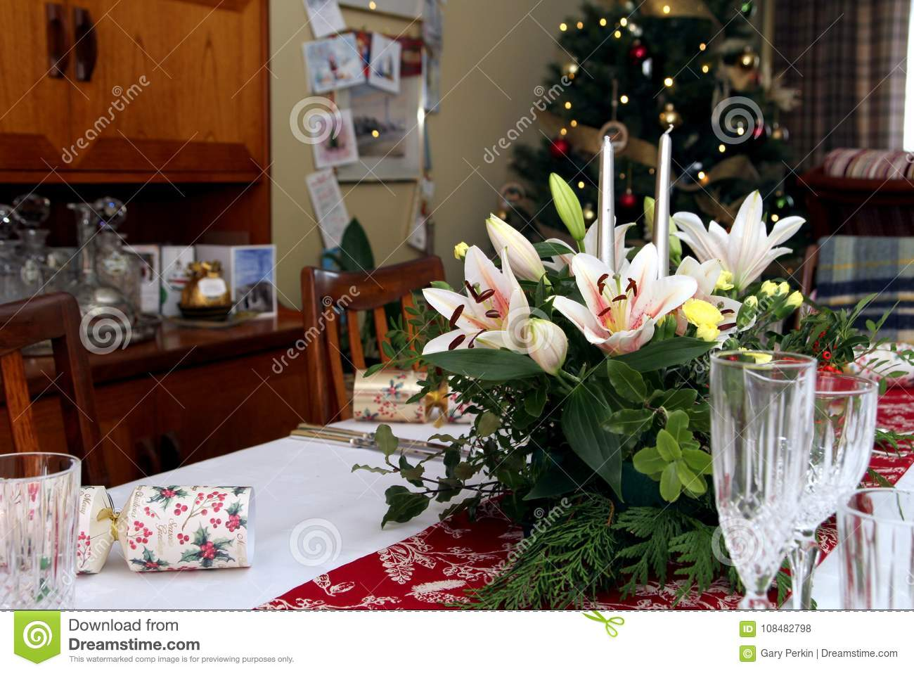 Peachy Beautiful Floral Centerpiece With Candles On A Festive Home Interior And Landscaping Ologienasavecom