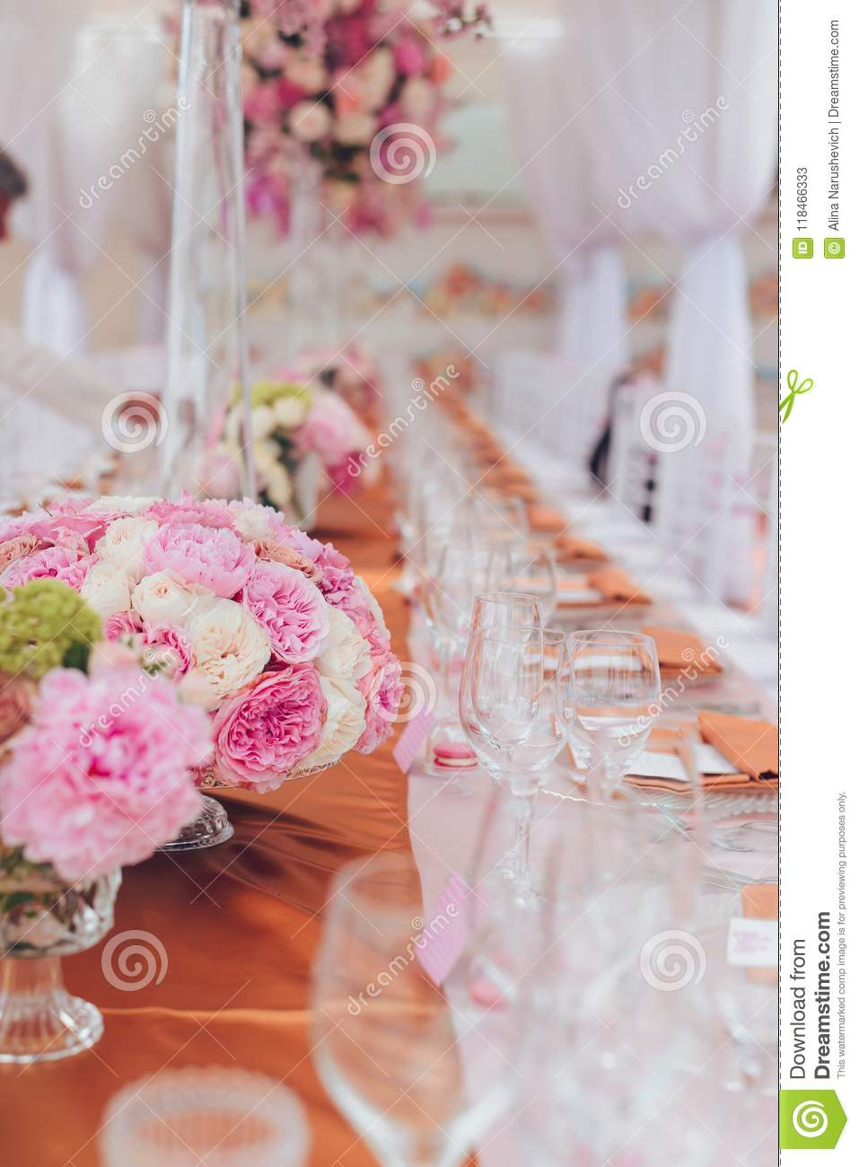 Beautiful Flowers And Glasses In Roll Romantic Wedding Table ...