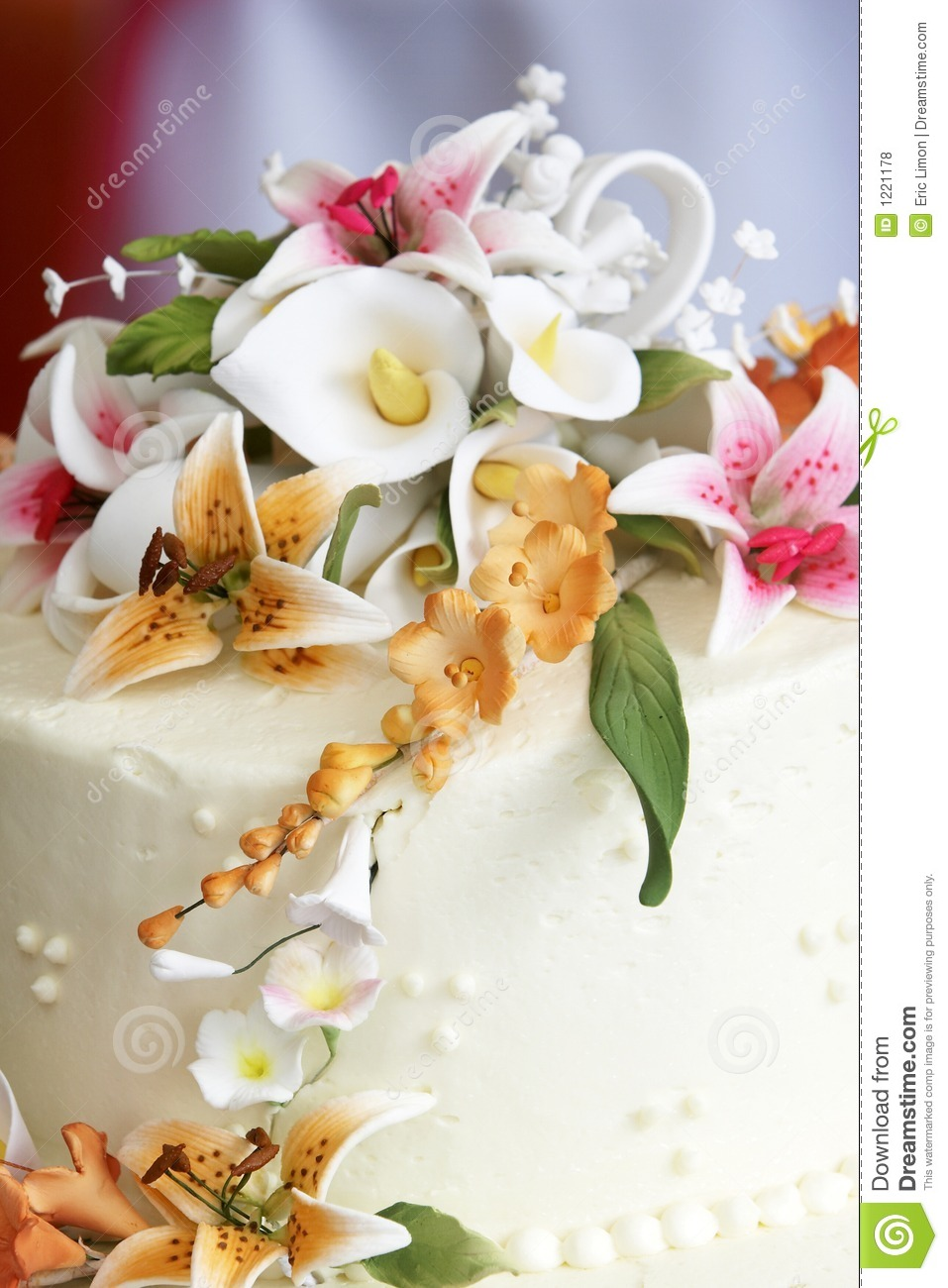 wedding cakes with flowers on top beautiful flowers on top of a wedding cake royalty free 26022