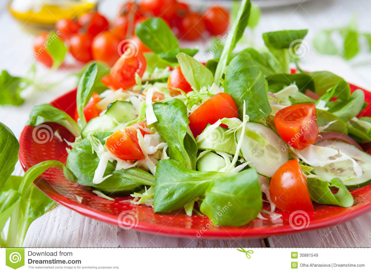 Beautiful fresh salad with tomatoes and other vegetables for Beautiful vegetables