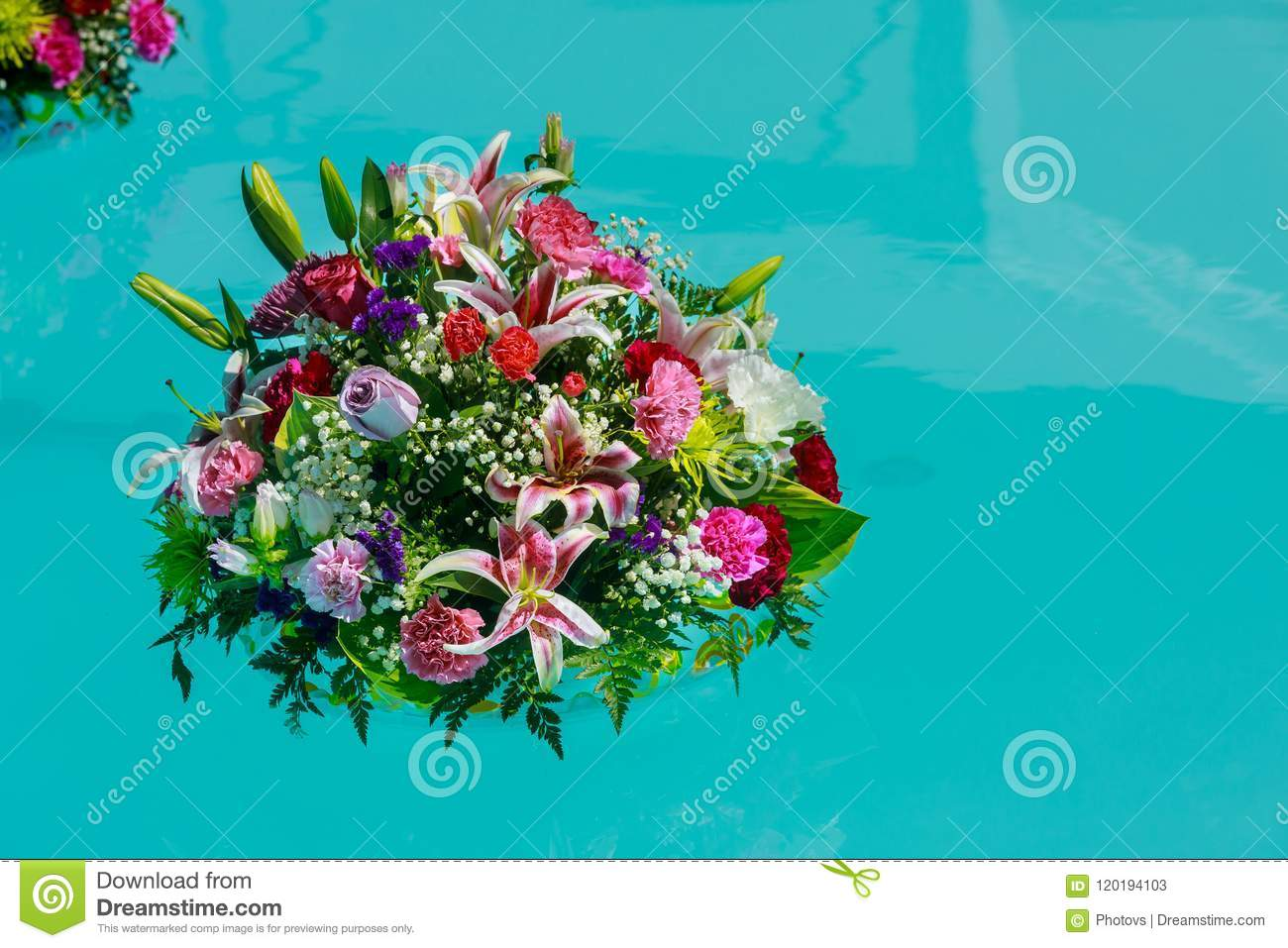 Beautiful Fresh Wedding Flowers In Bunch Of Swim In The Colorful