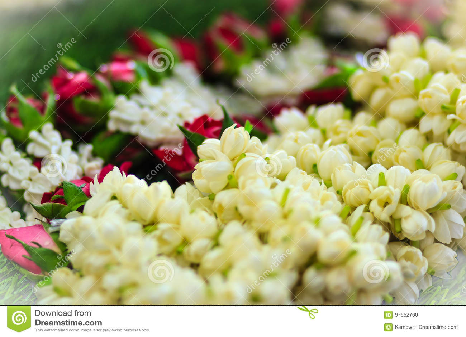Beautiful garlands made of jasminesroses and crown flowers for beautiful garlands made of jasminesroses and crown flowers for izmirmasajfo
