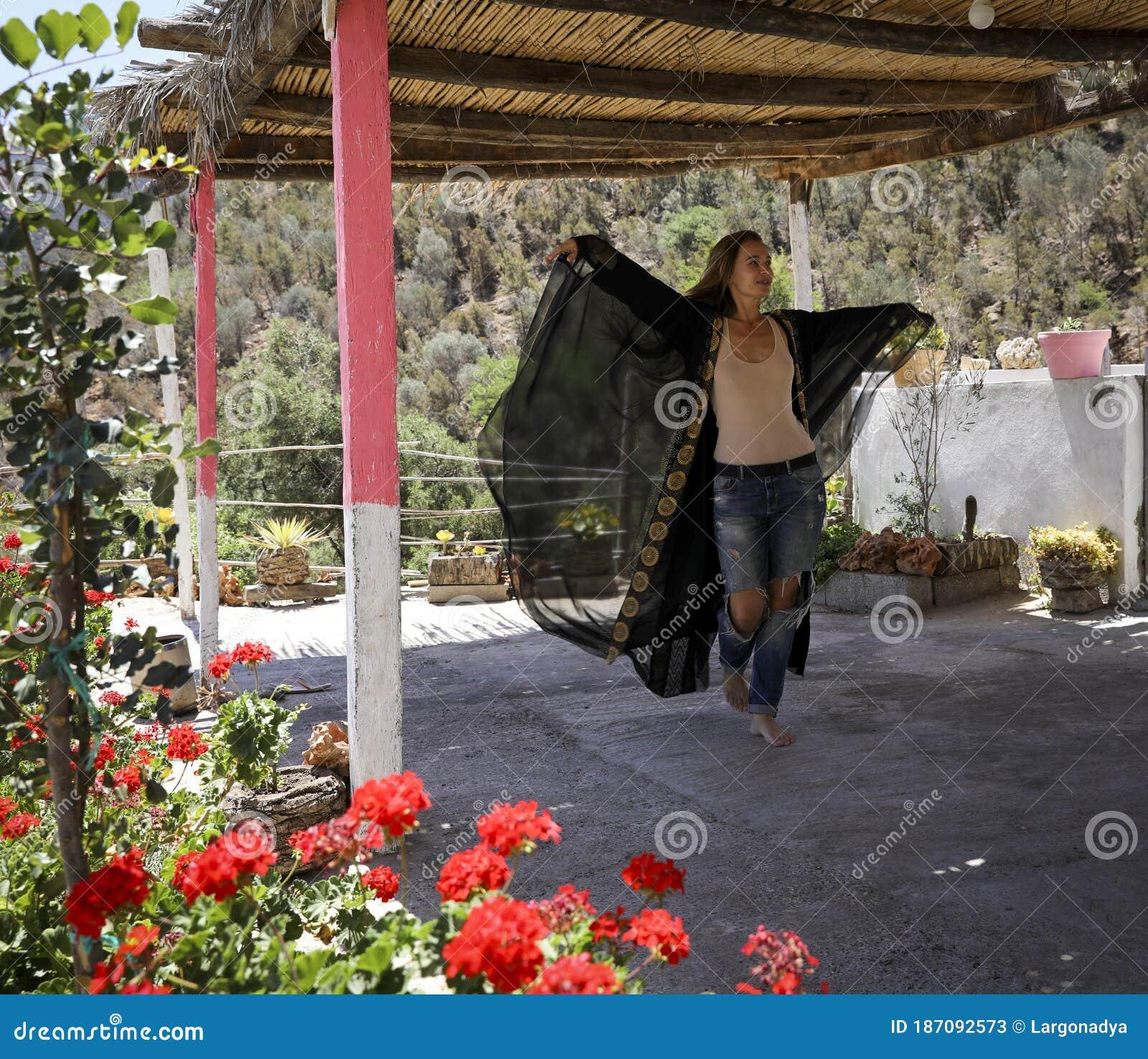 Dating Agadir Woman.)