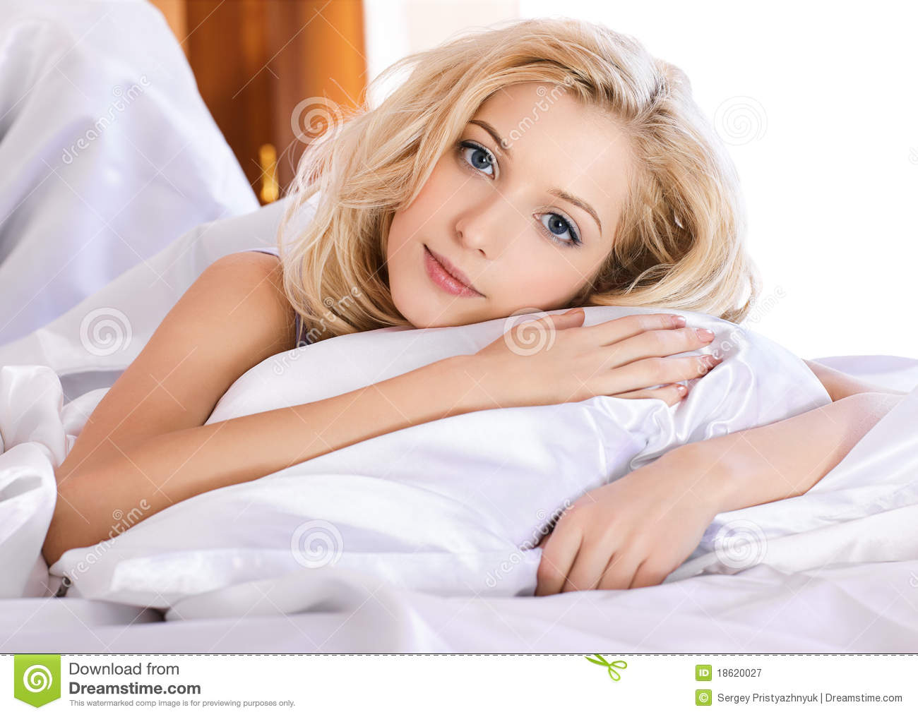 Beautiful Girl In Bedroom Royalty Free Stock Photography Image 18620027