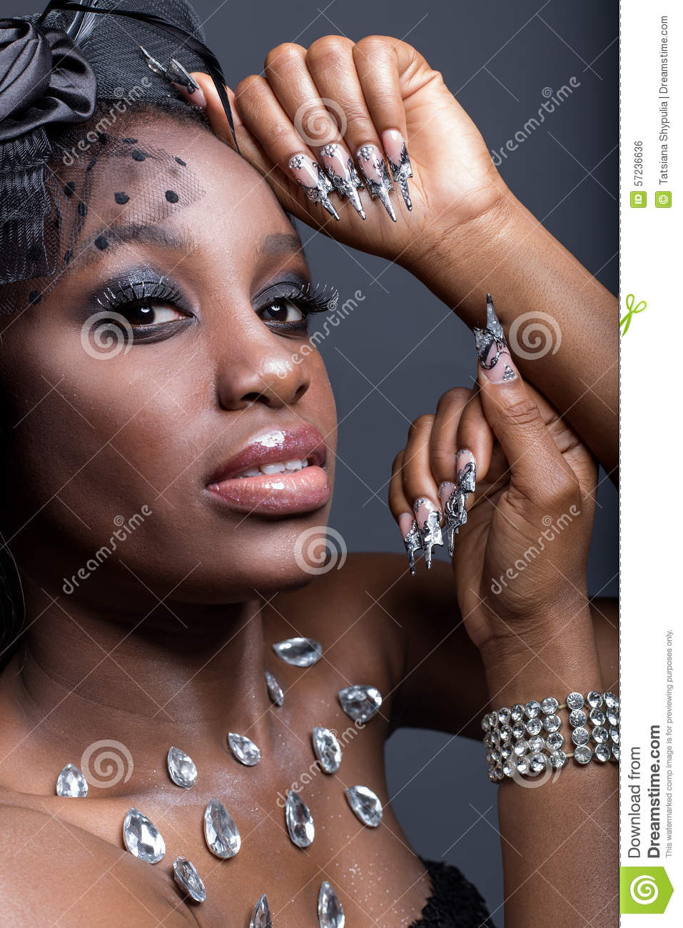 Black dress nails - Beautiful Girl With Dark Skin And Long Acrylic Nails In A Black Dress In The Studio